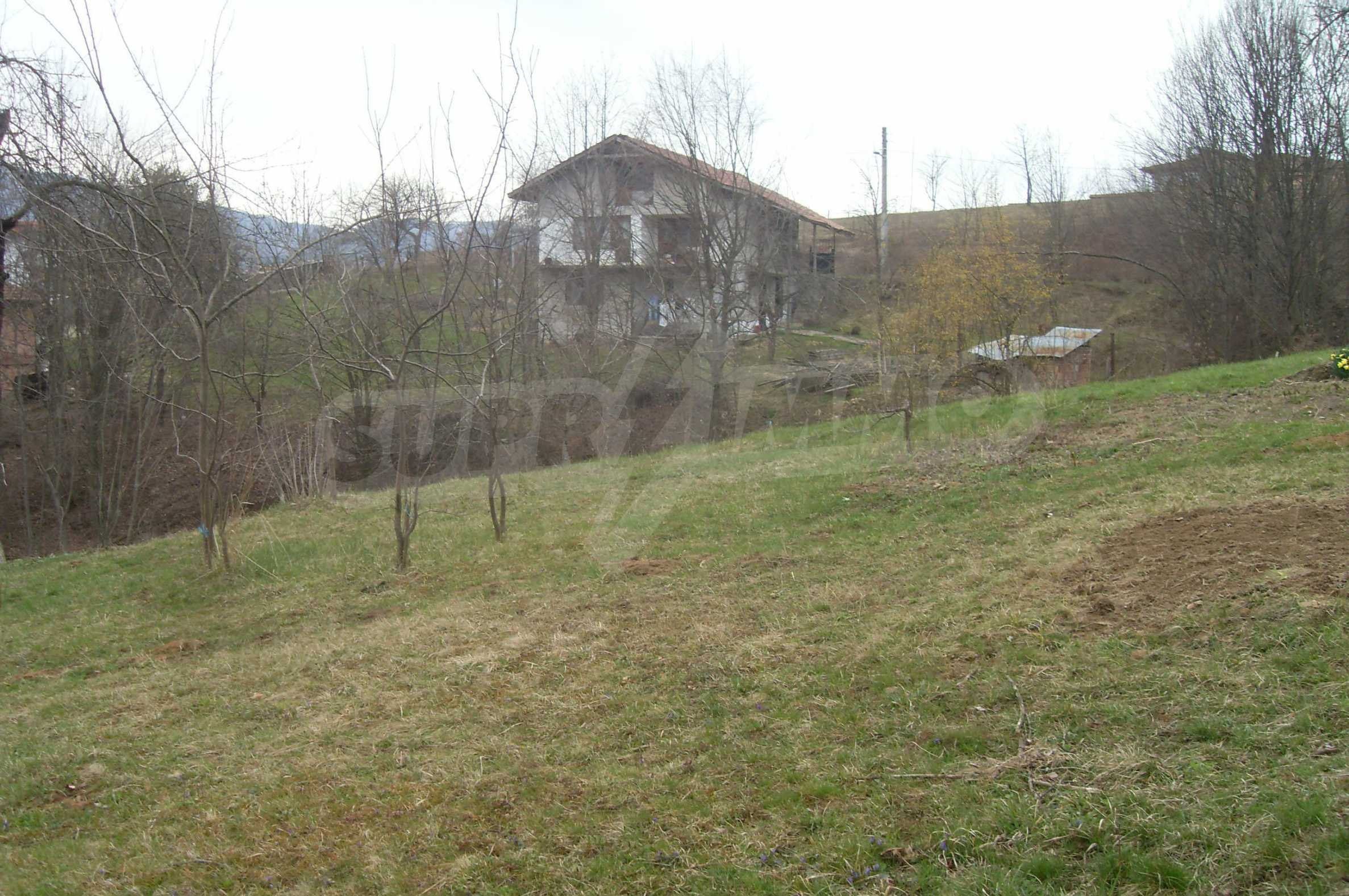 Plot with beautiful views in the heart of the mountain near Apriltzi 2