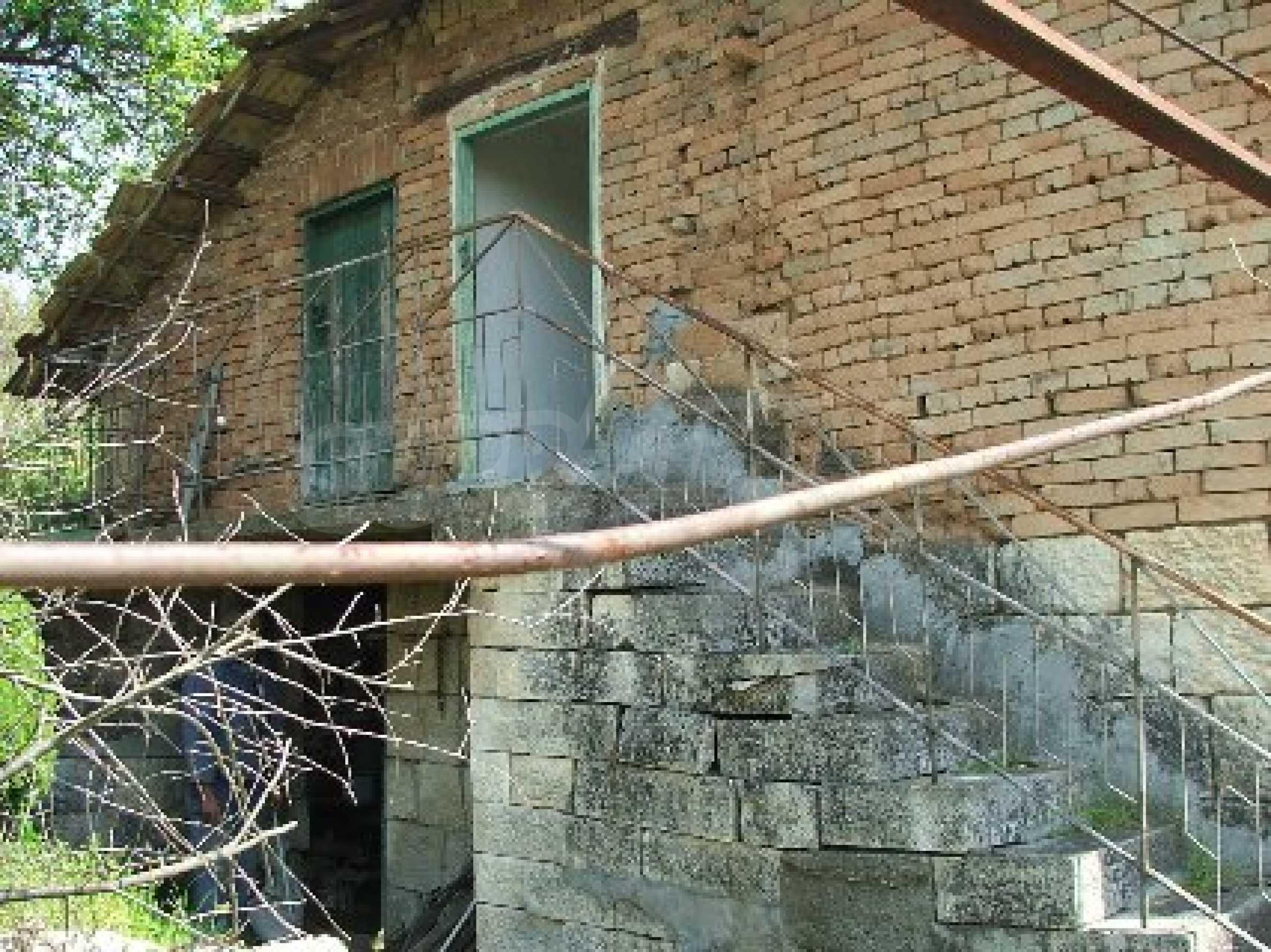 Kostandenez house 12