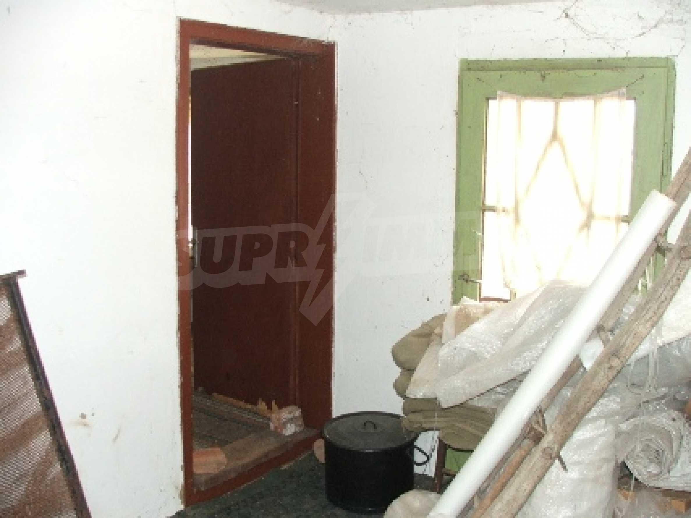 Kostandenez house 16