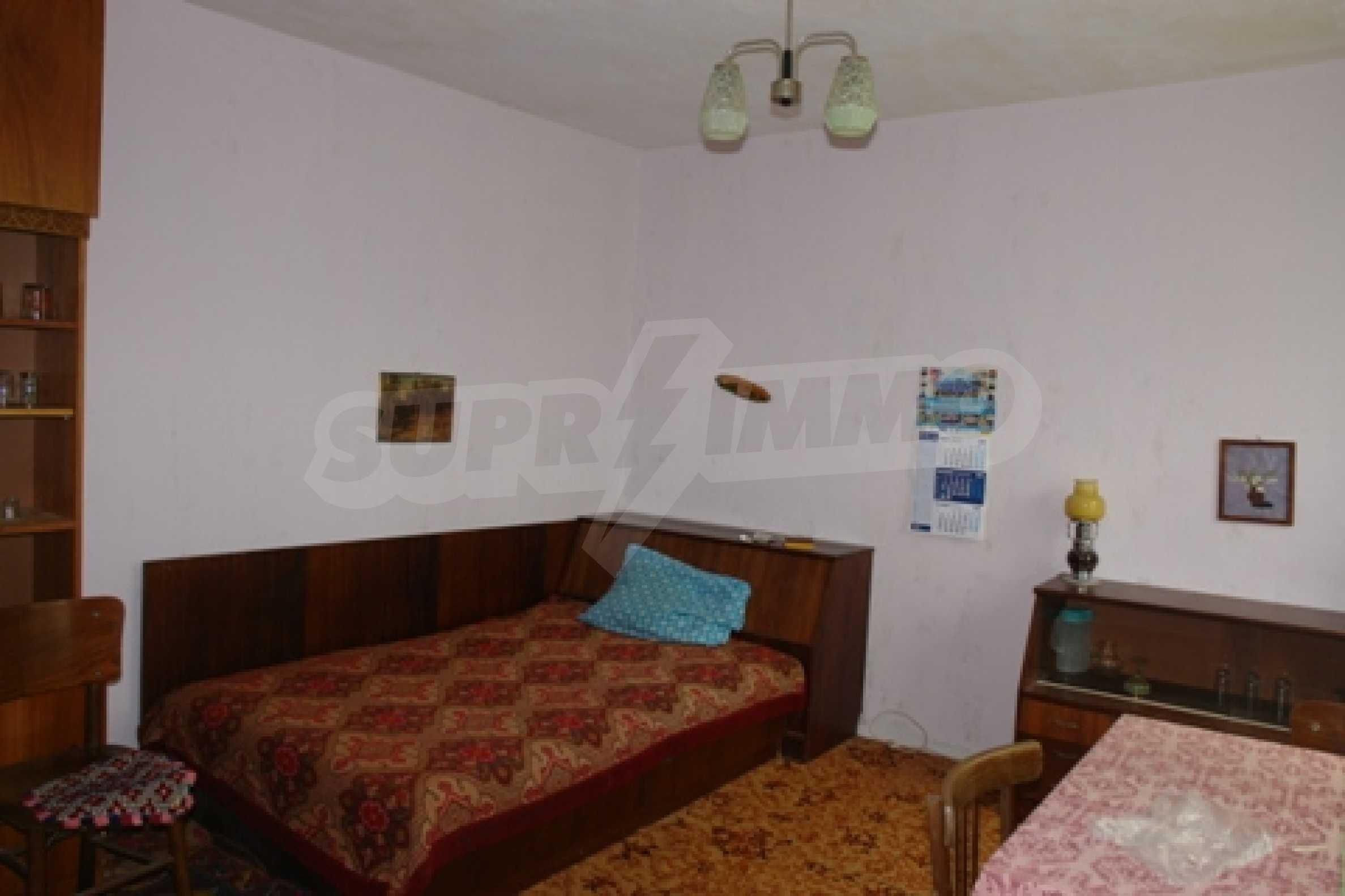 Просторна двуетажна къща с 4 спални в село Тръстеник, Русенско 9