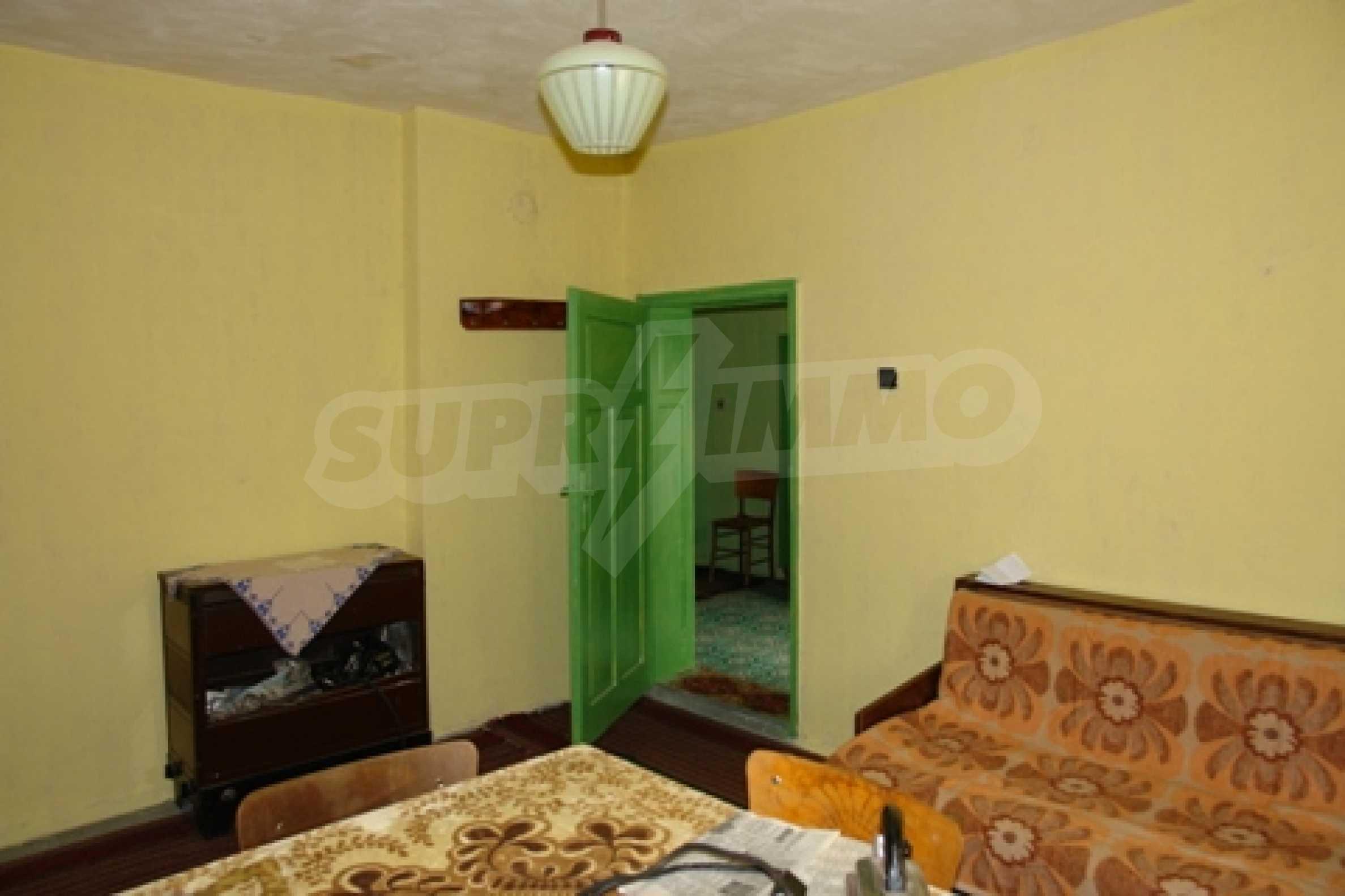 Просторна двуетажна къща с 4 спални в село Тръстеник, Русенско 12