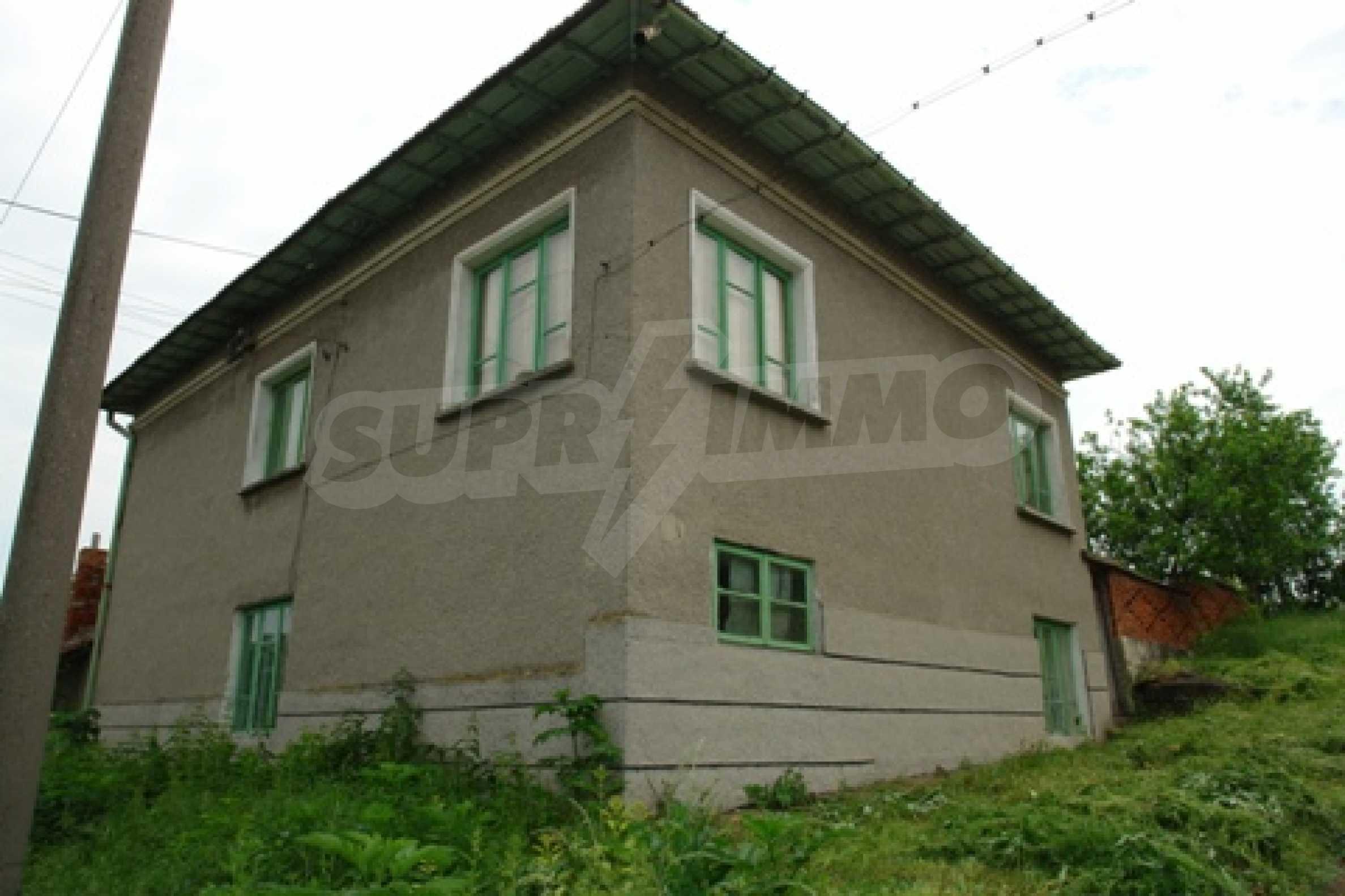 Просторна двуетажна къща с 4 спални в село Тръстеник, Русенско 1