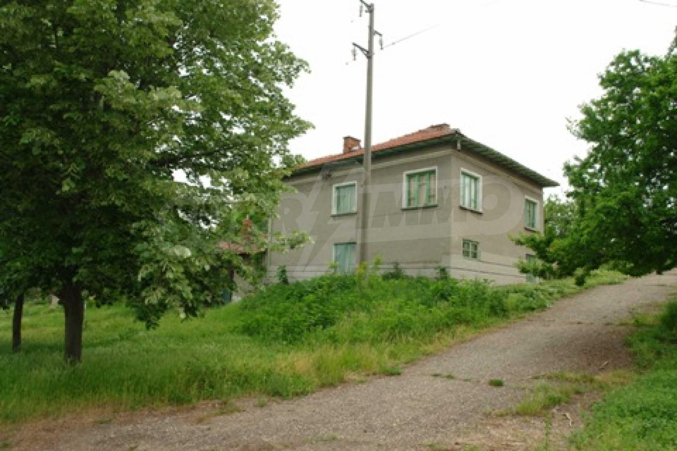 Просторна двуетажна къща с 4 спални в село Тръстеник, Русенско 2