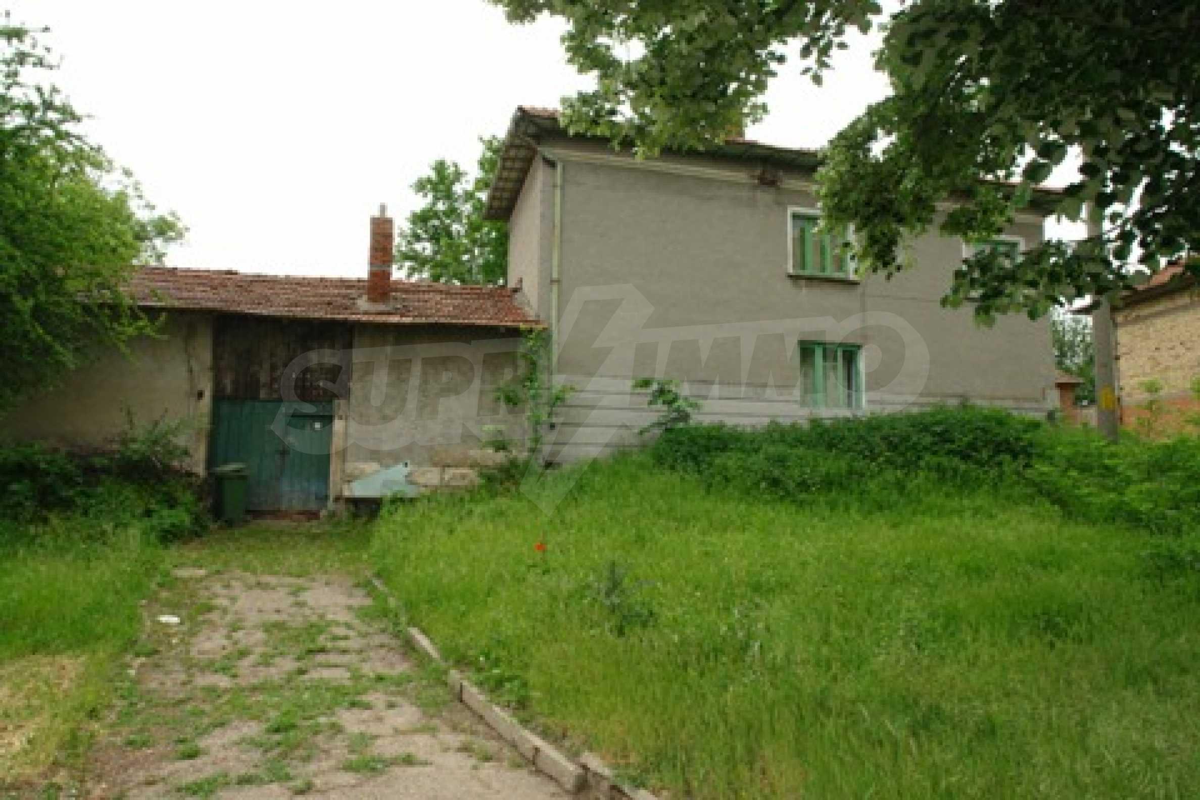 Просторна двуетажна къща с 4 спални в село Тръстеник, Русенско 3
