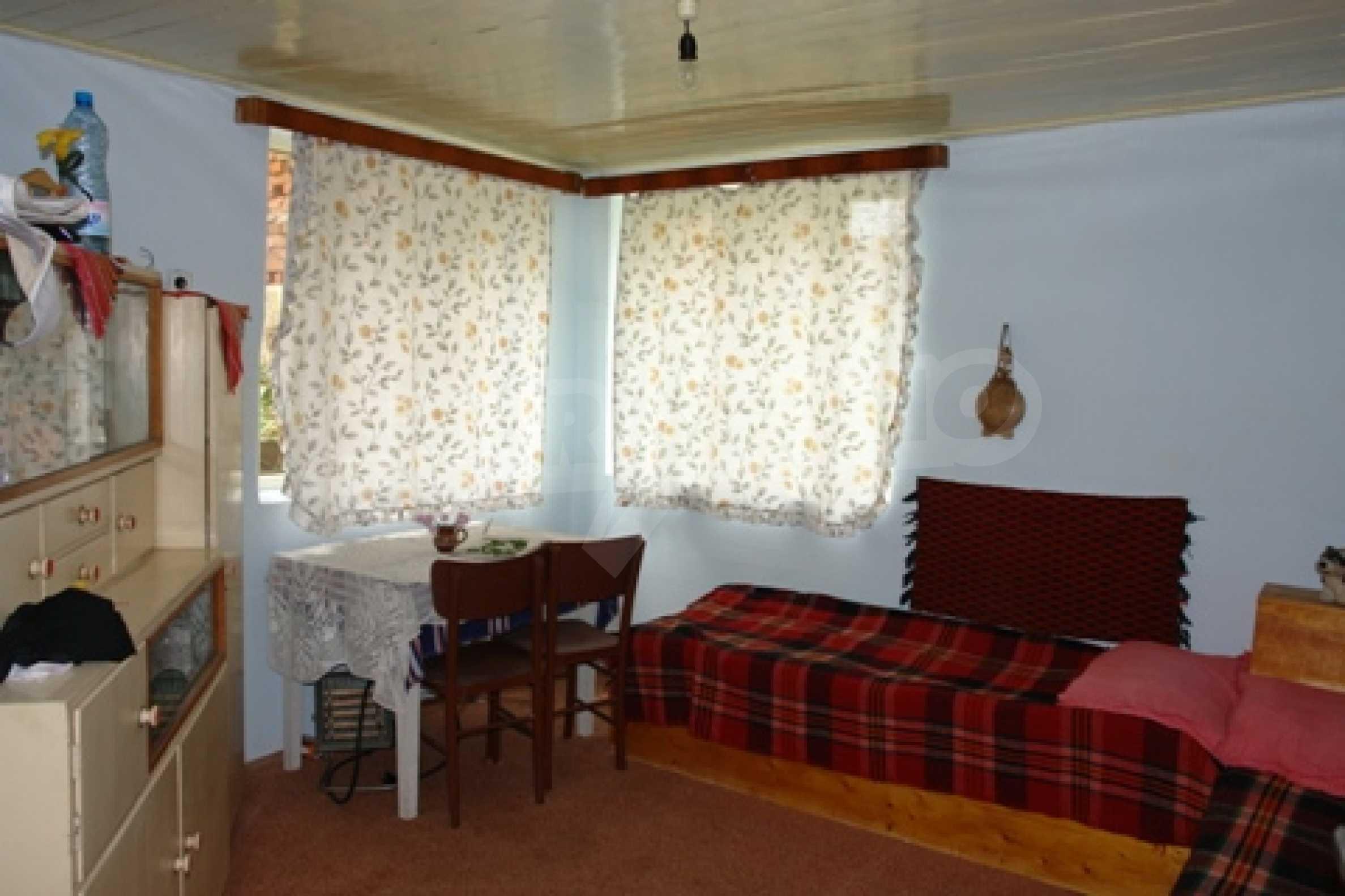 Просторна двуетажна къща с 4 спални в село Тръстеник, Русенско 4