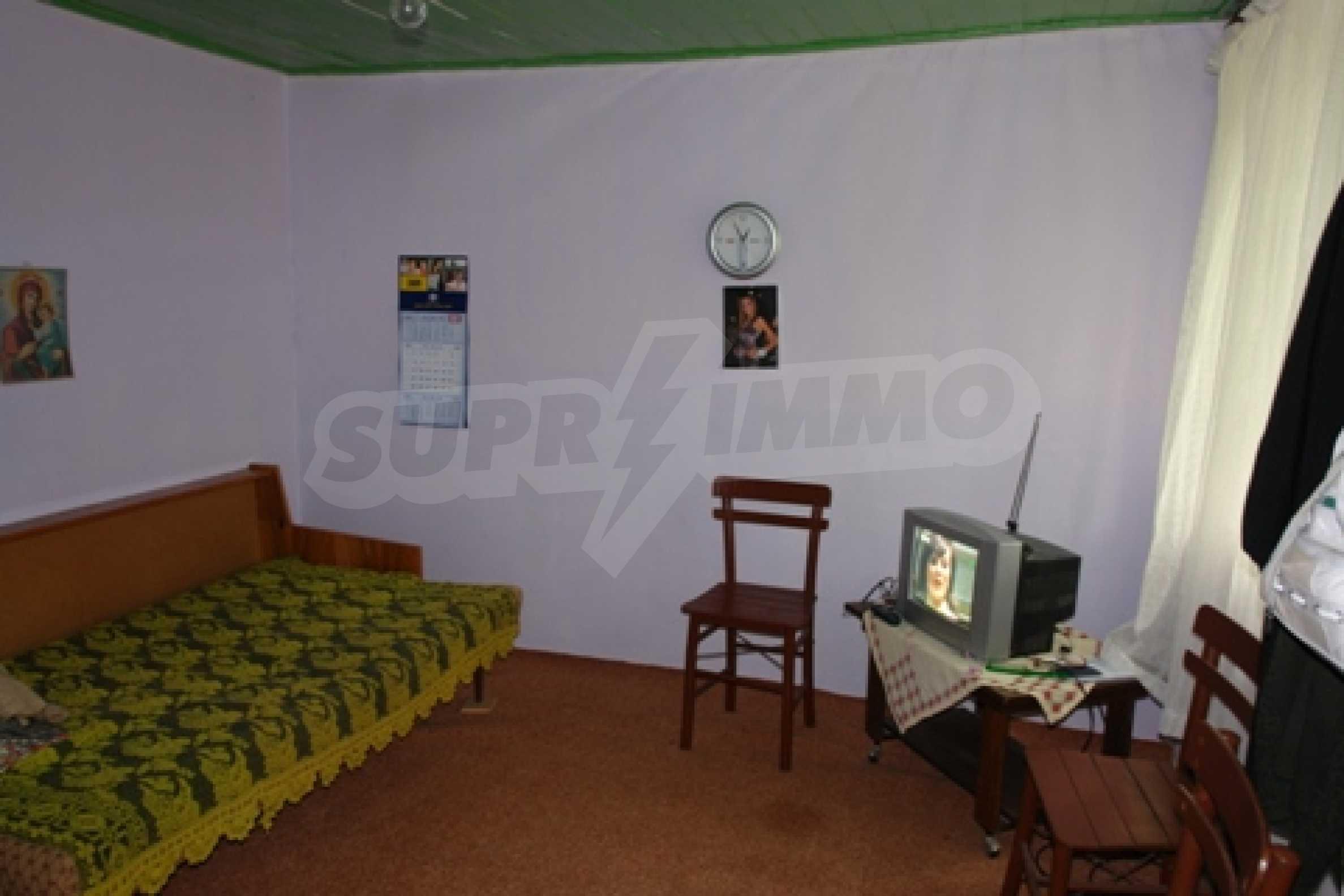 Просторна двуетажна къща с 4 спални в село Тръстеник, Русенско 6