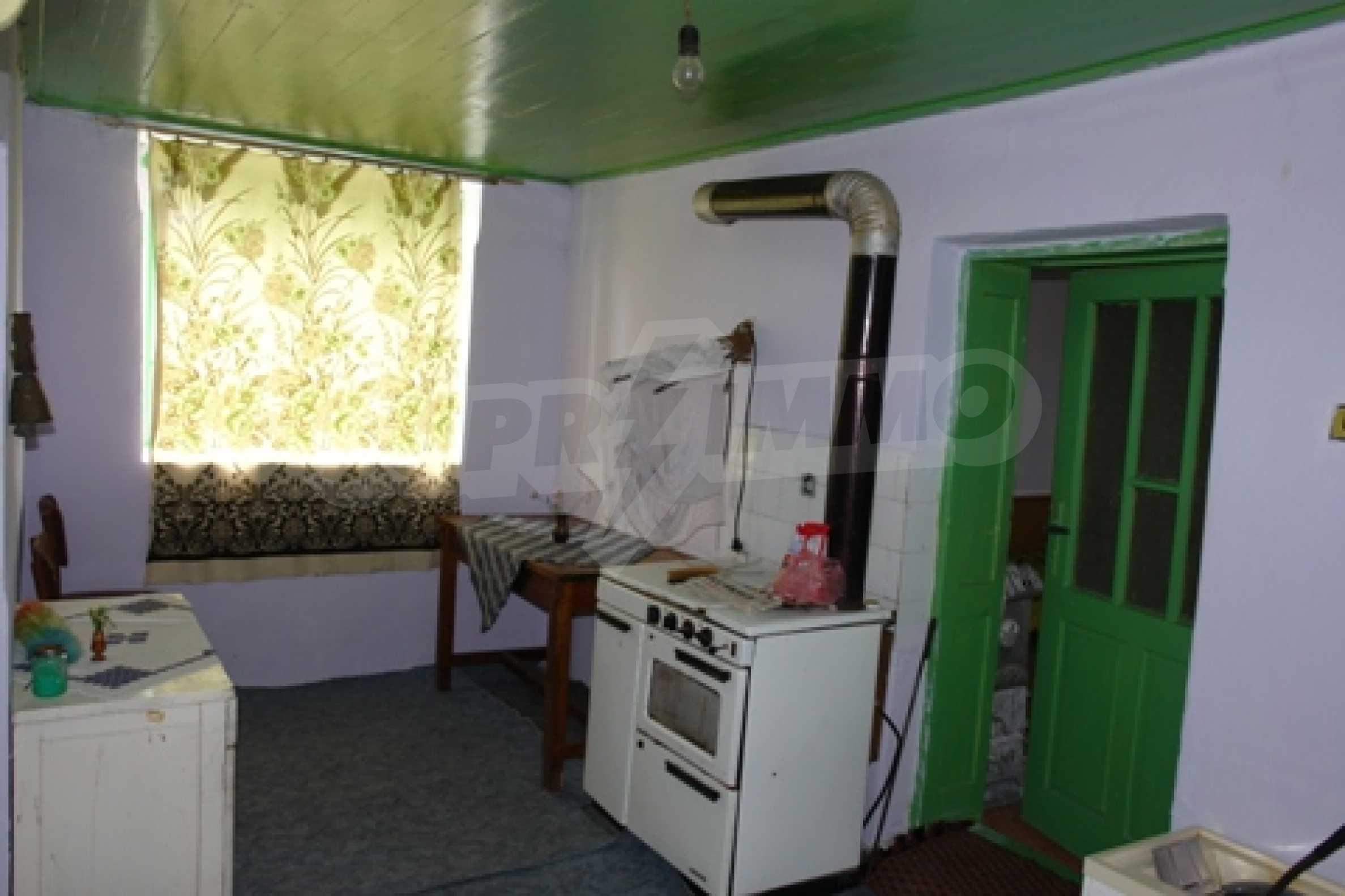 Просторна двуетажна къща с 4 спални в село Тръстеник, Русенско 7