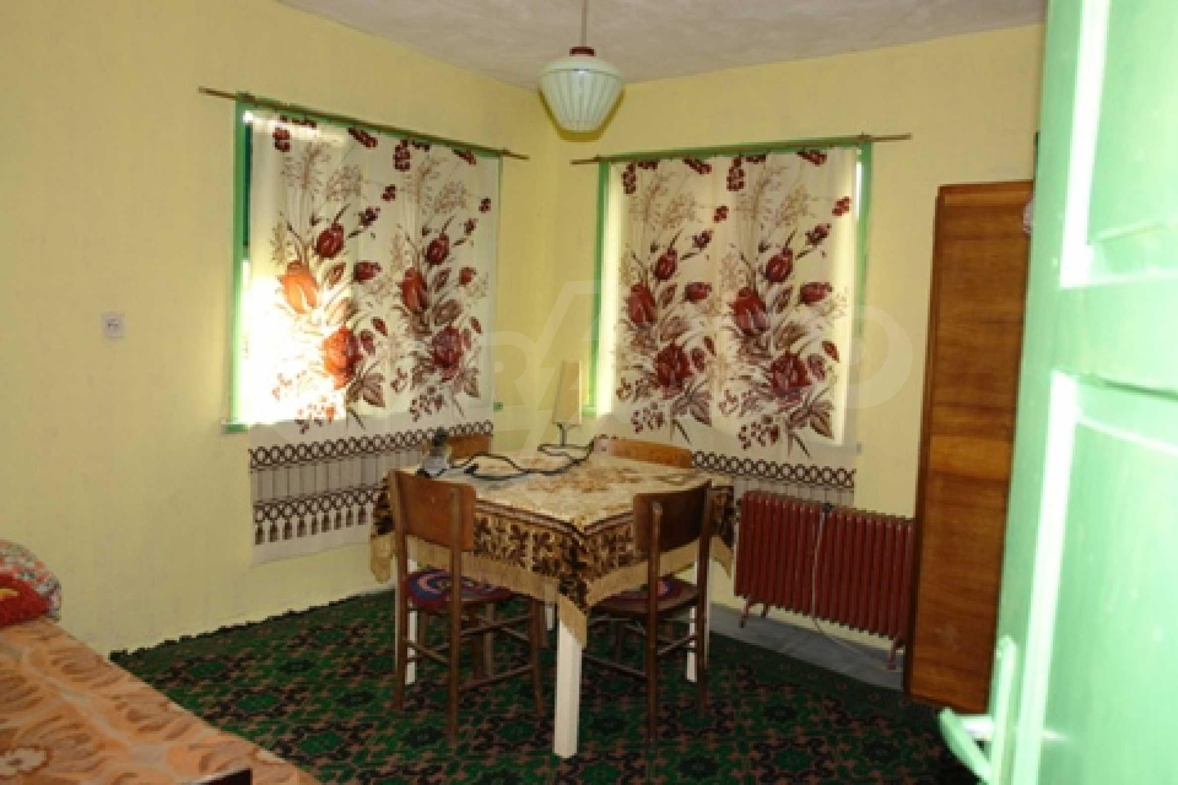 Просторна двуетажна къща с 4 спални в село Тръстеник, Русенско 8