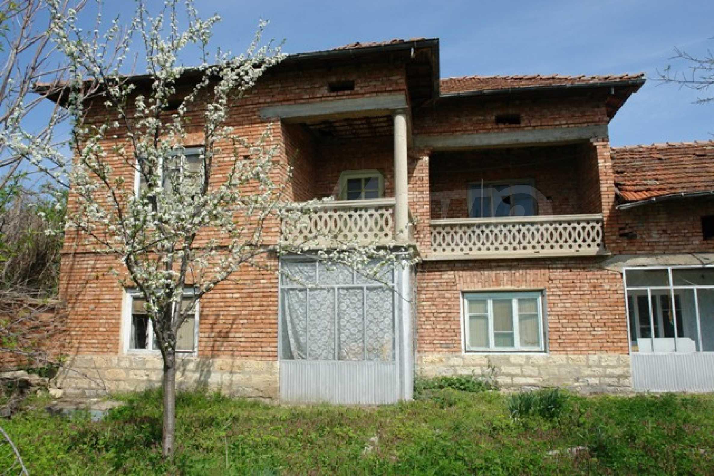 Голяма селска къща със шест спални в село Босилковци