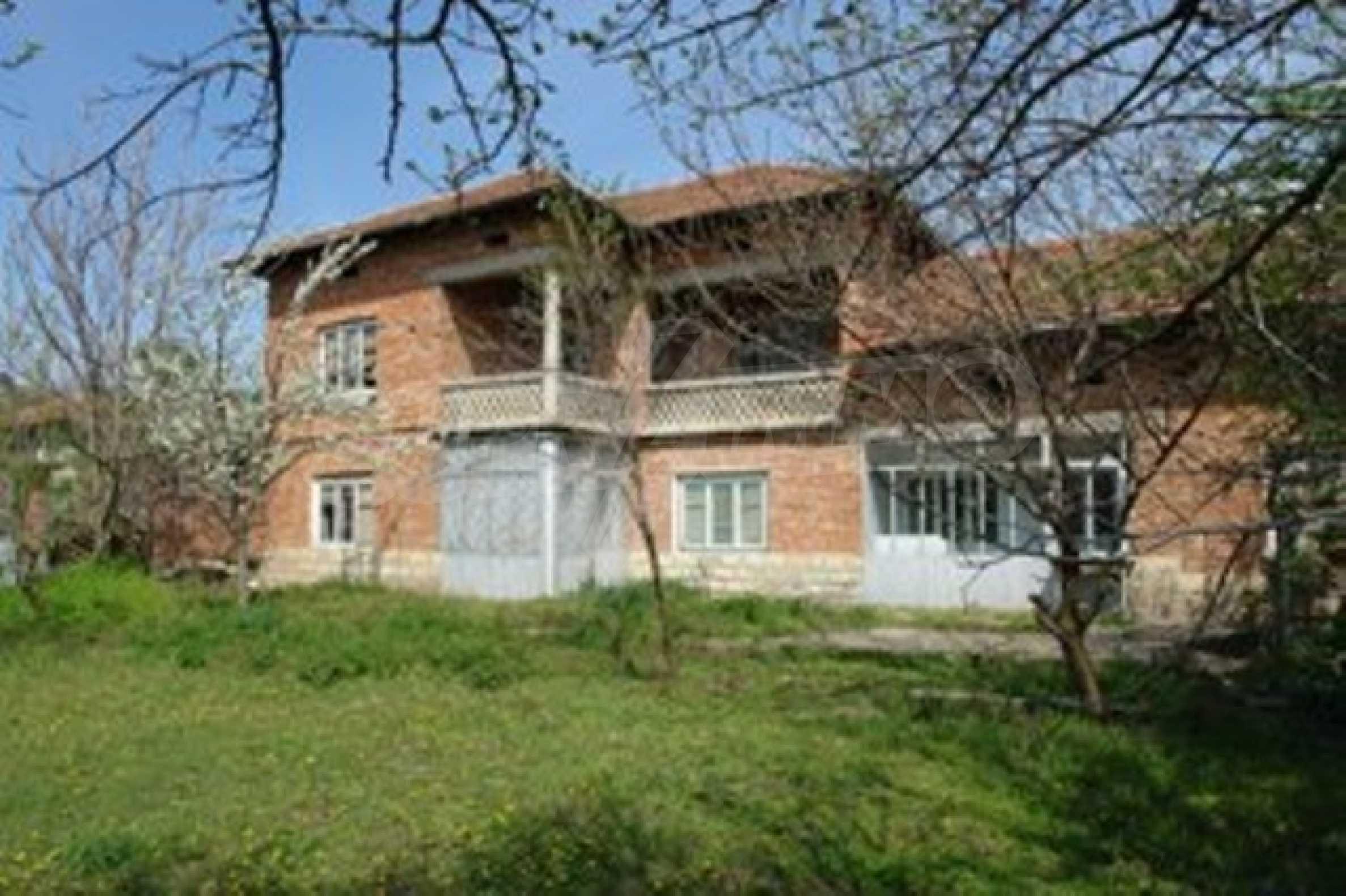Голяма селска къща със шест спални в село Босилковци 1