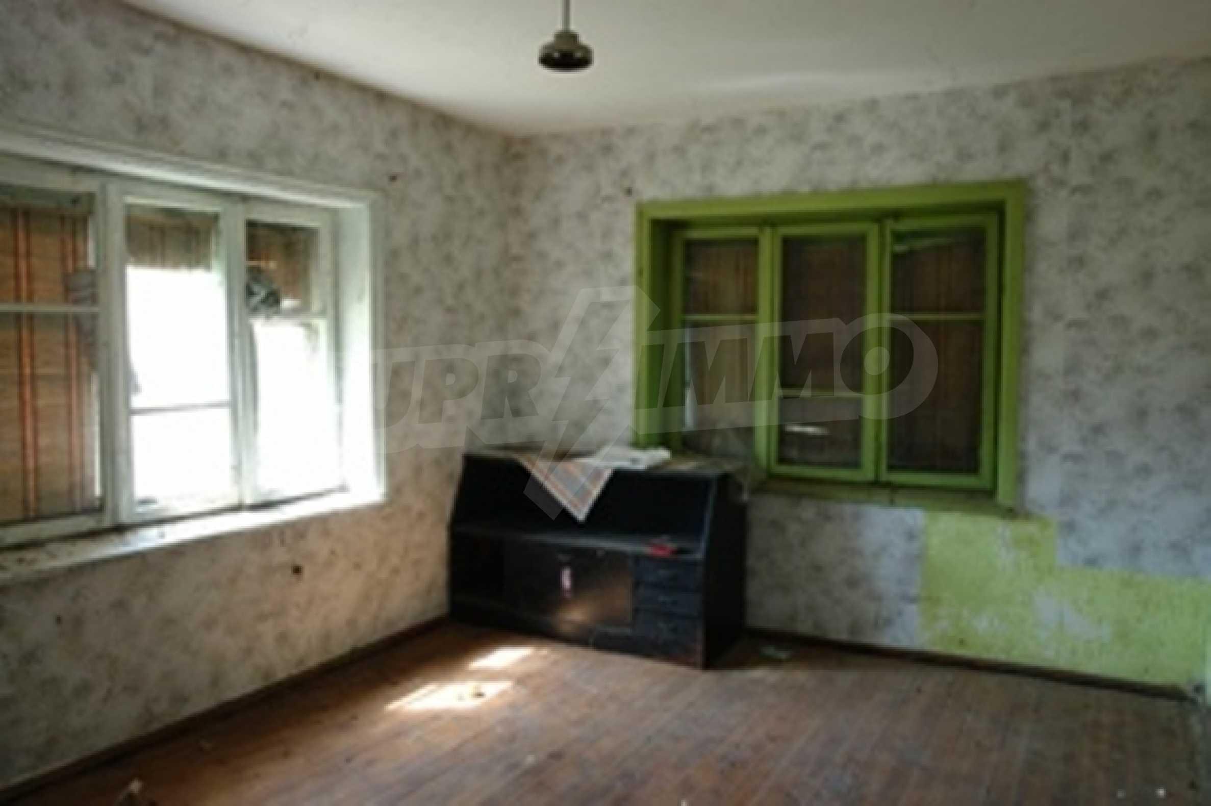 Großes Landhaus mit sechs Schlafzimmern im Dorf Bosilkovtsi 3