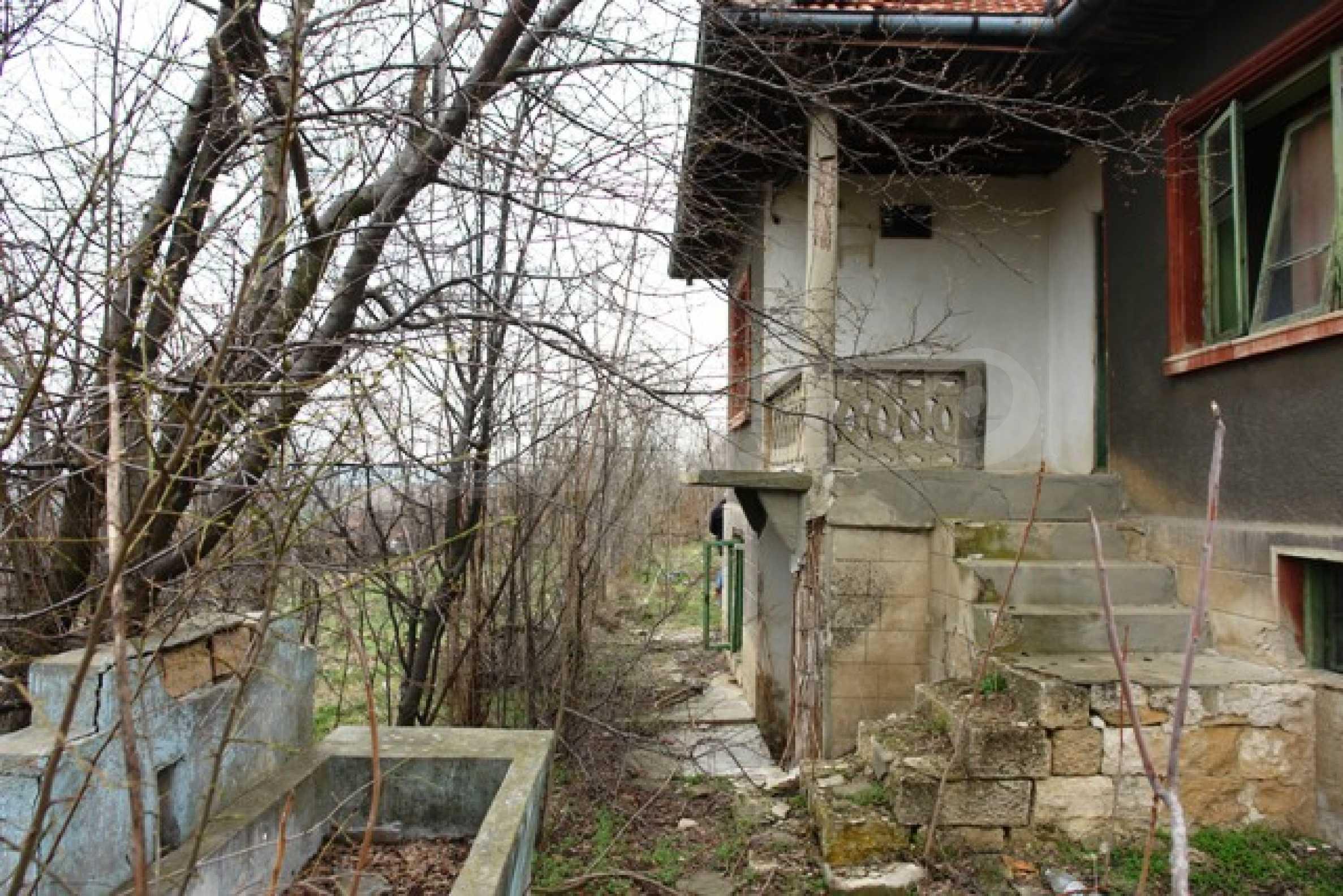 Altes Haus für die totale Reparatur, im Dorf Beltsov gelegen. 9