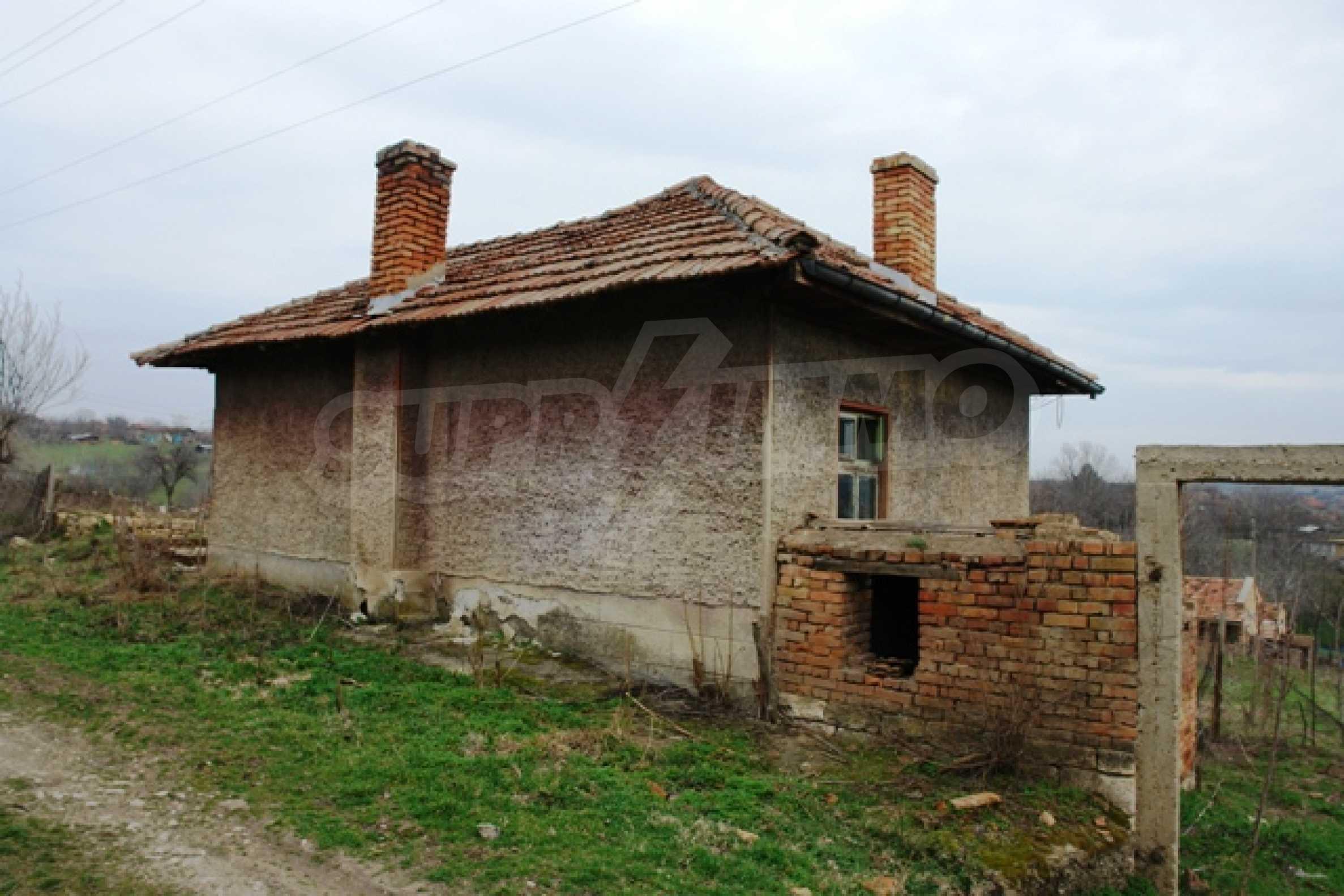 Altes Haus für die totale Reparatur, im Dorf Beltsov gelegen. 1