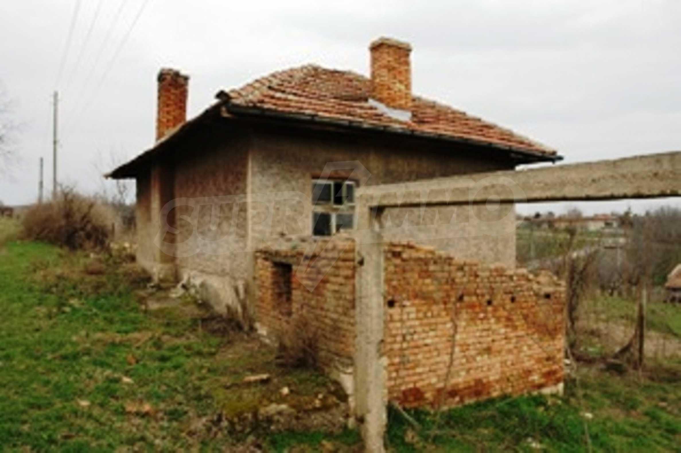 Altes Haus für die totale Reparatur, im Dorf Beltsov gelegen. 2