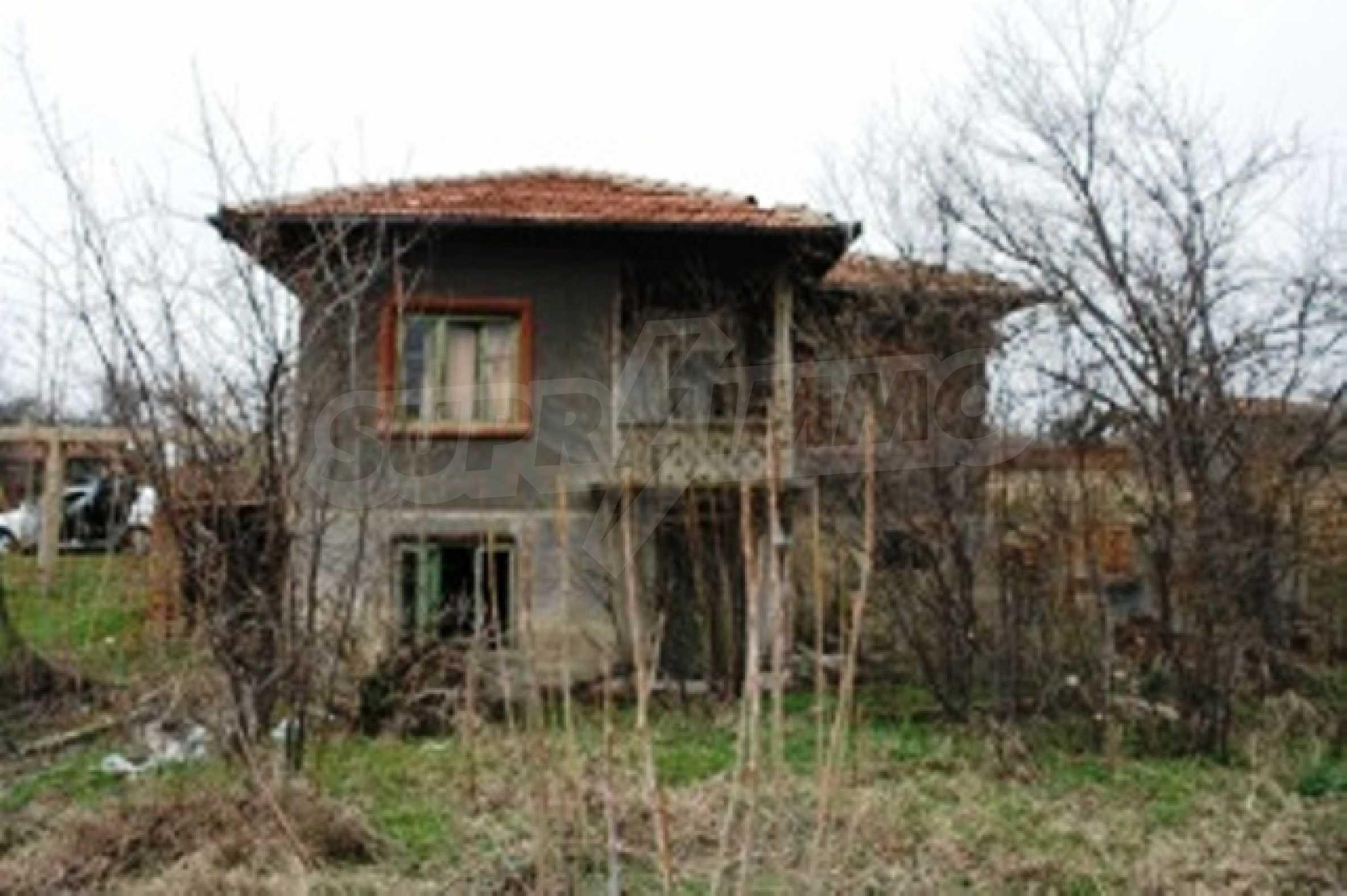 Altes Haus für die totale Reparatur, im Dorf Beltsov gelegen. 3