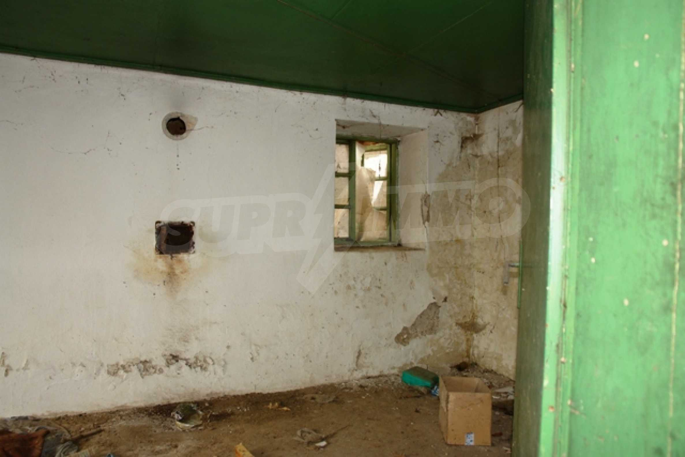 Altes Haus für die totale Reparatur, im Dorf Beltsov gelegen. 7
