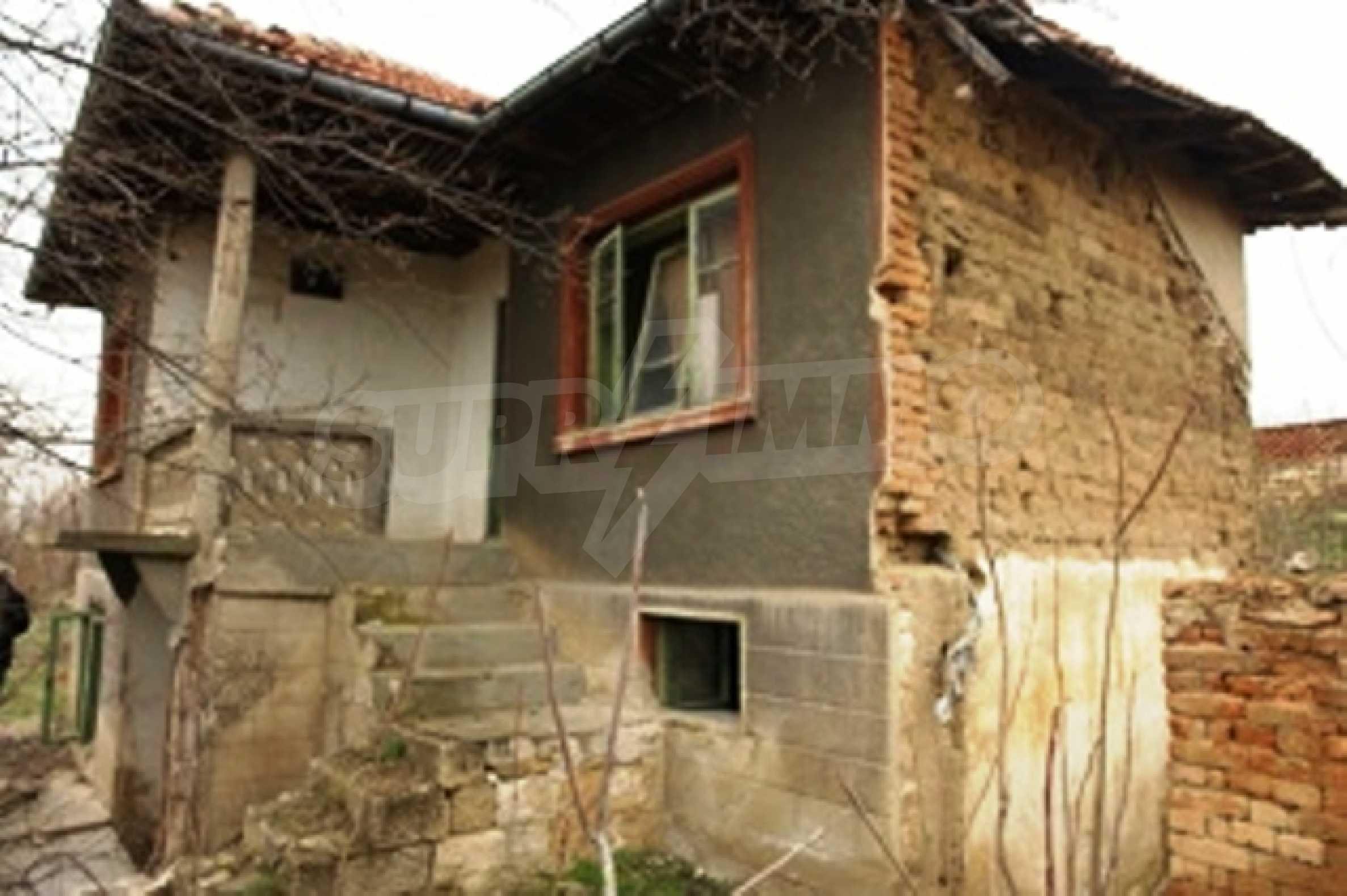 Altes Haus für die totale Reparatur, im Dorf Beltsov gelegen. 8