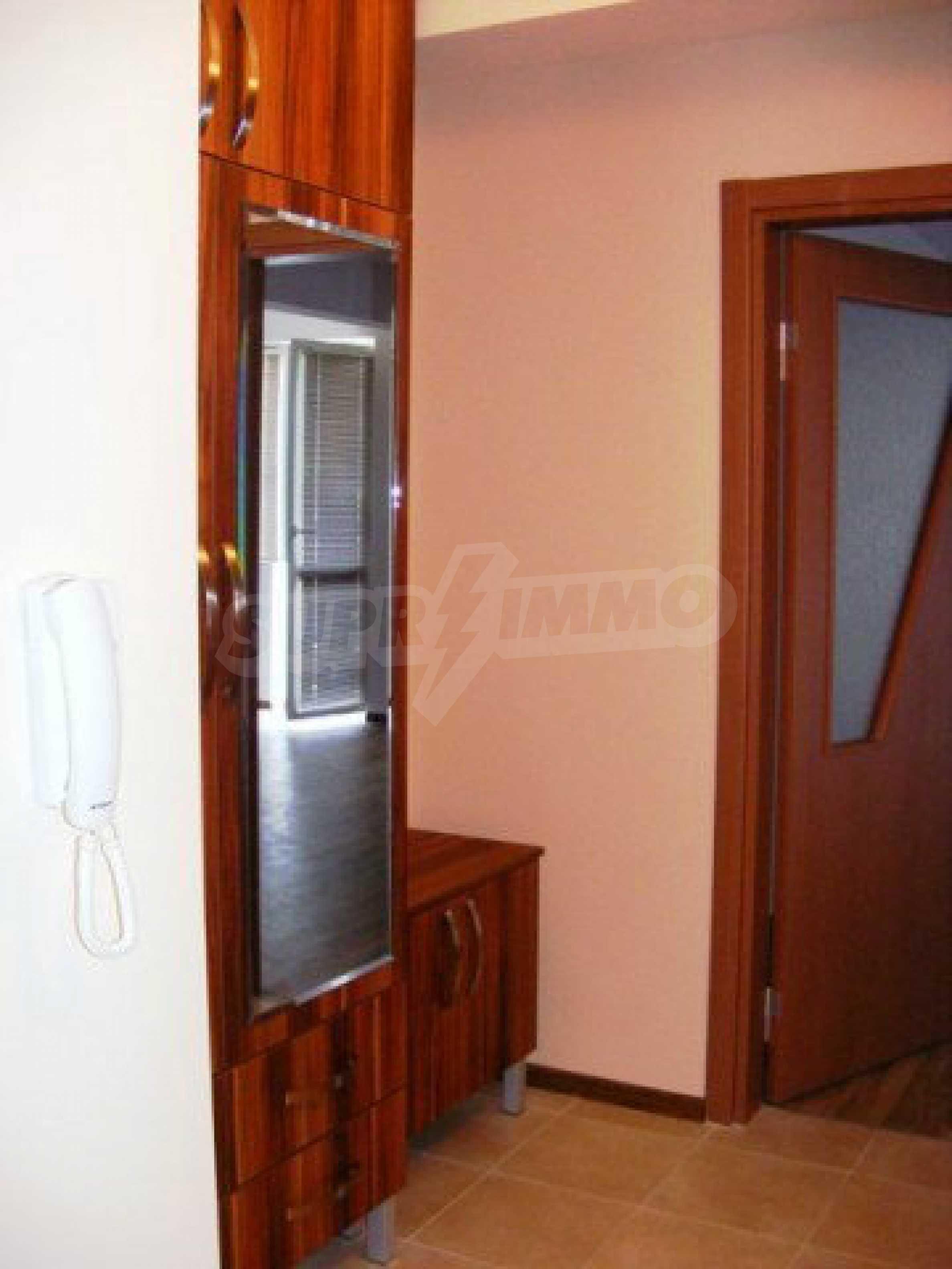 Апартамент Мери - тристаен имот в съвременна сграда на 5 мин. от Макдрайв 15