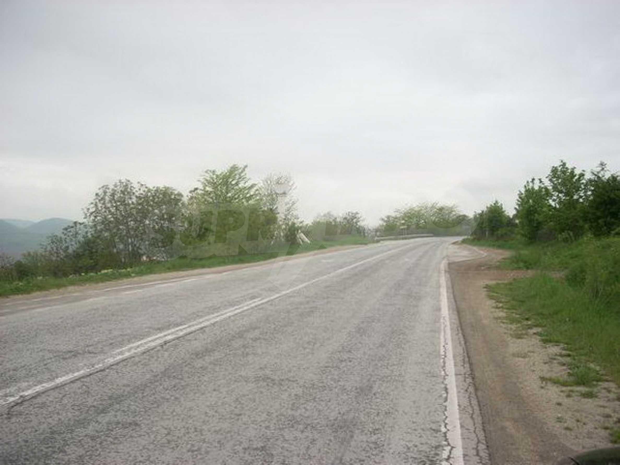 Парцел на главния път Варна-София