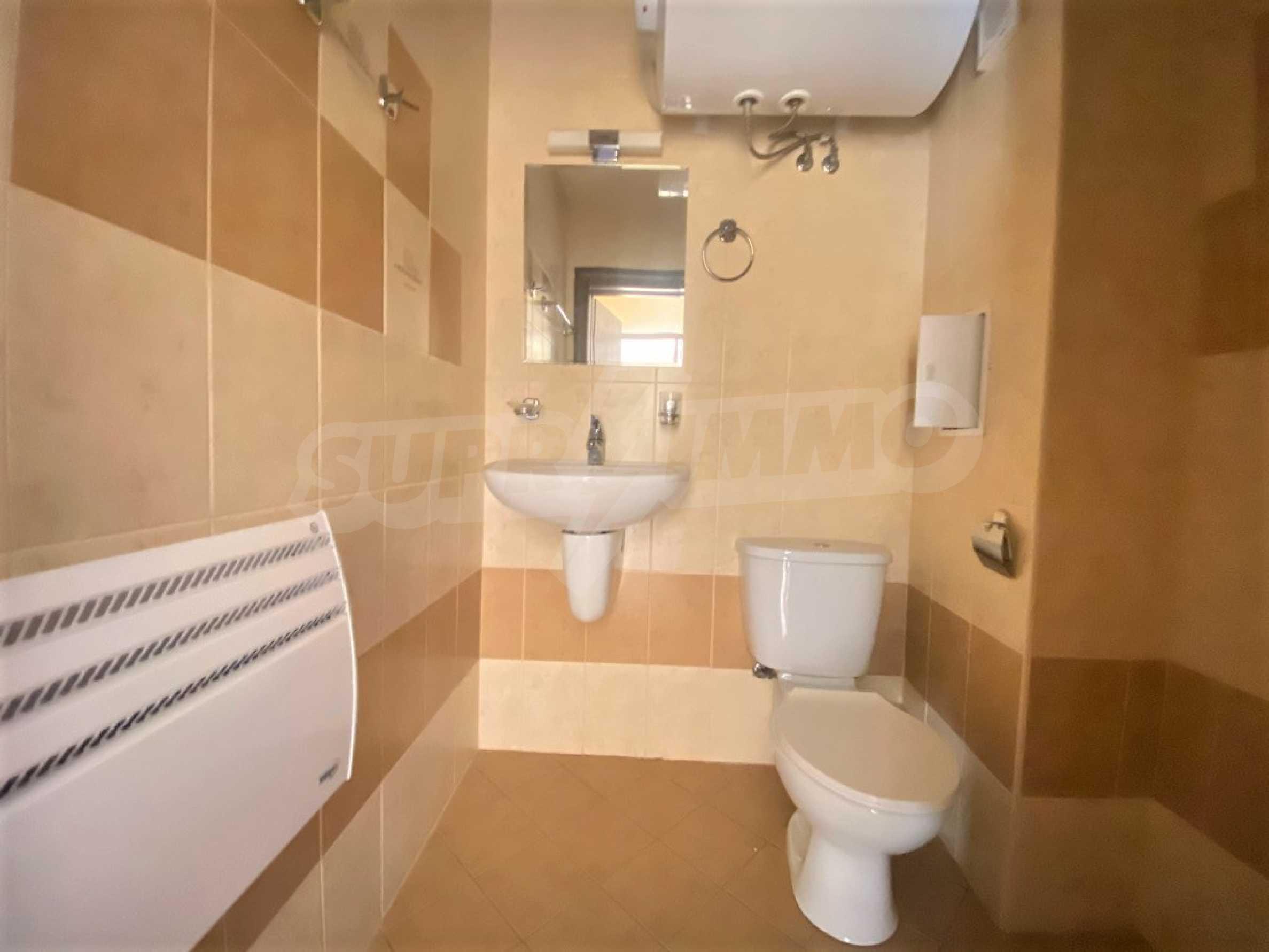 Необзаведен двустаен апартамент за продажба в СПА комплекс в Банско 3