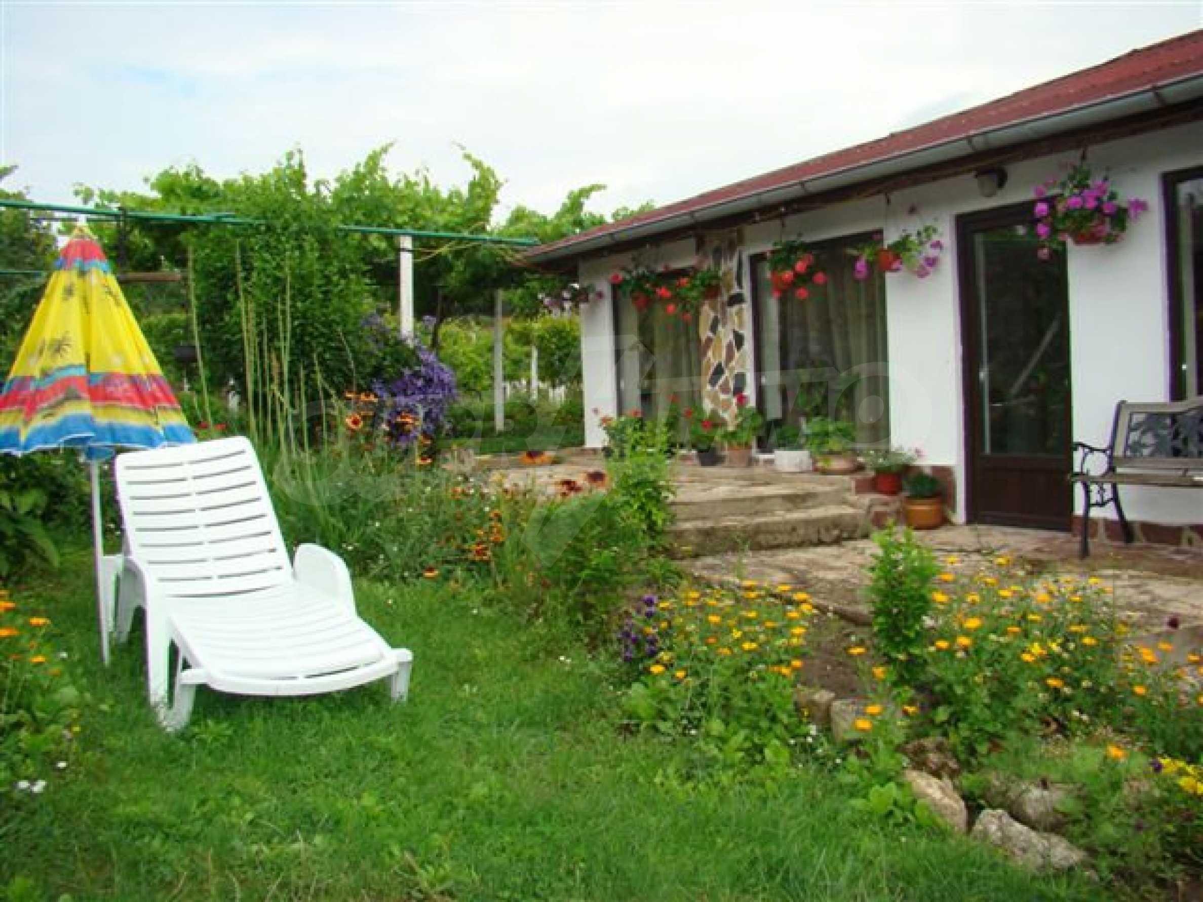 Прекрасный дом с огромным садом возле Каварны