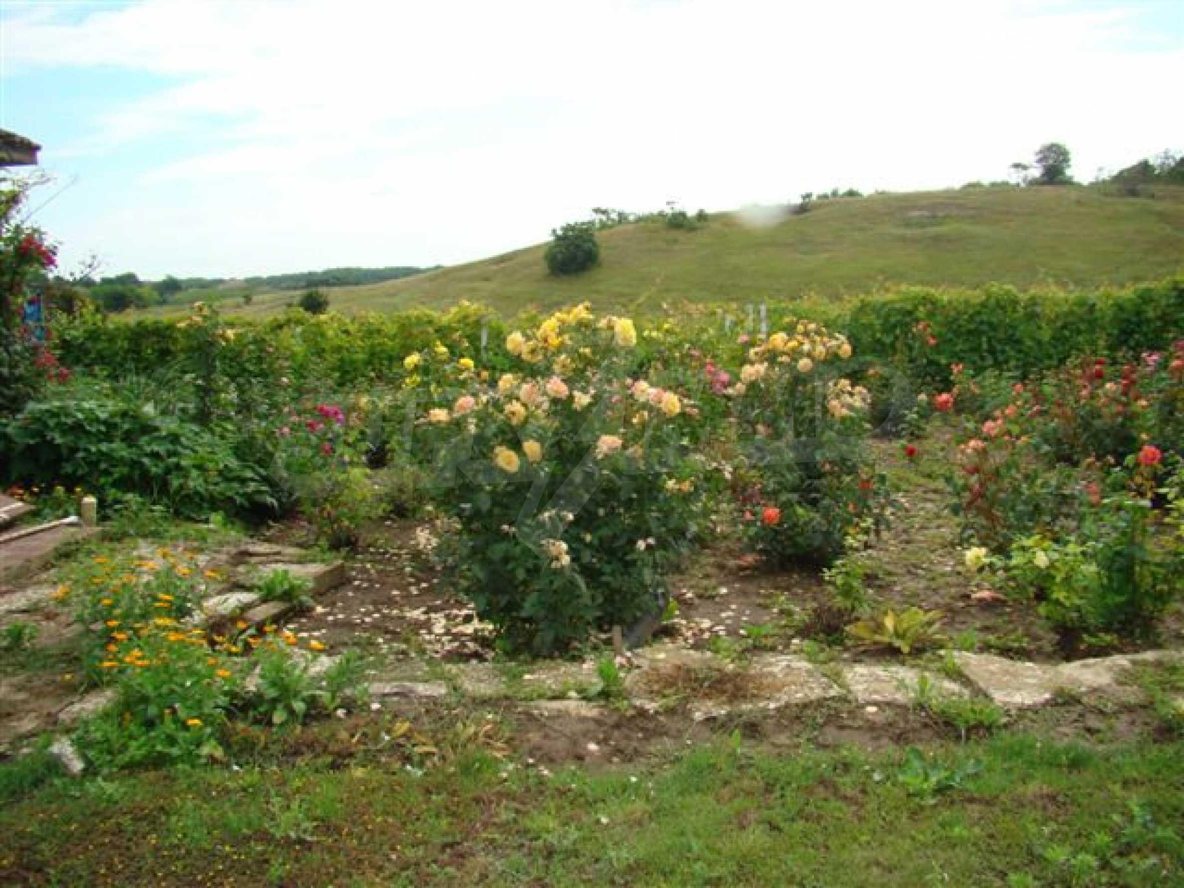 Прекрасный дом с огромным садом возле Каварны 10