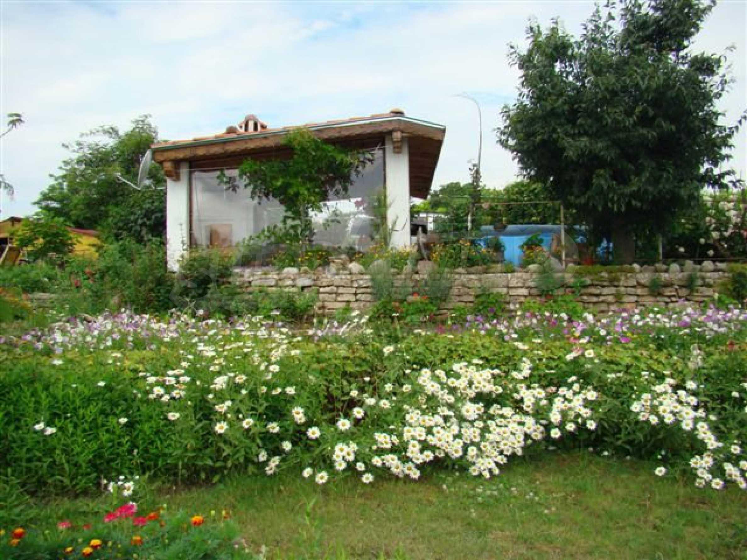 Прекрасный дом с огромным садом возле Каварны 1