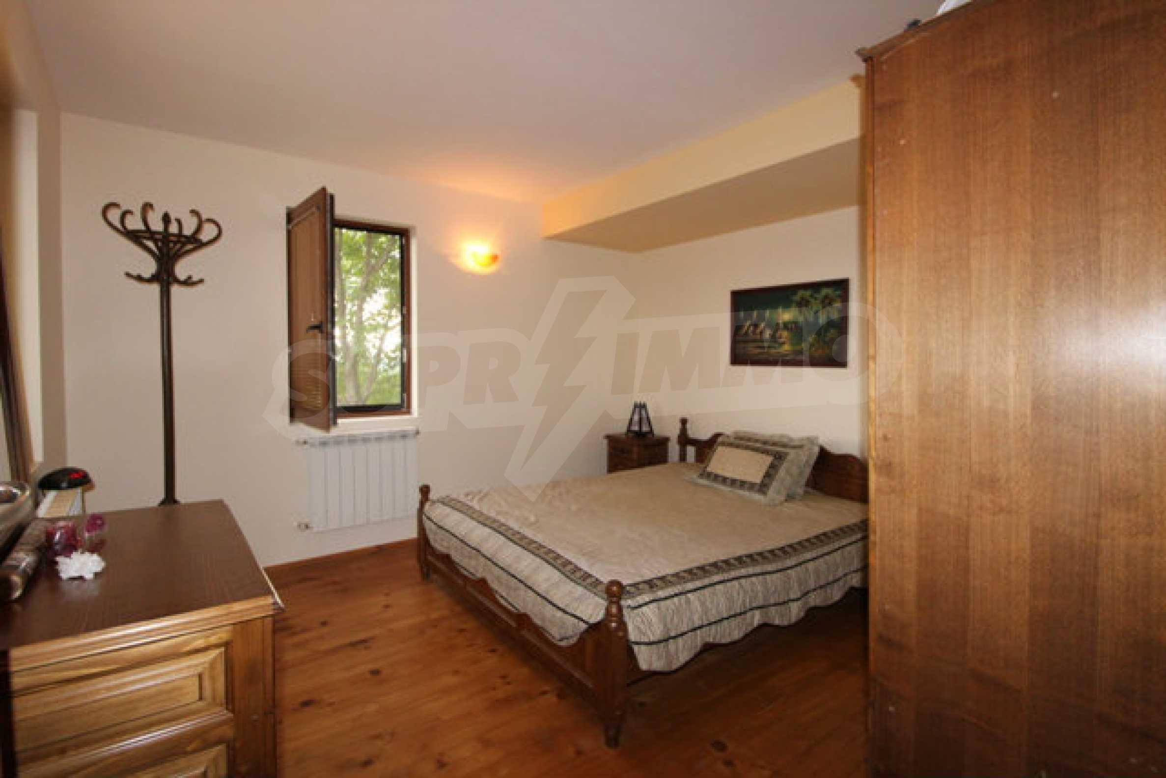 Реновирана двуетажна къща с двор само на 13 км от град Ловеч 19