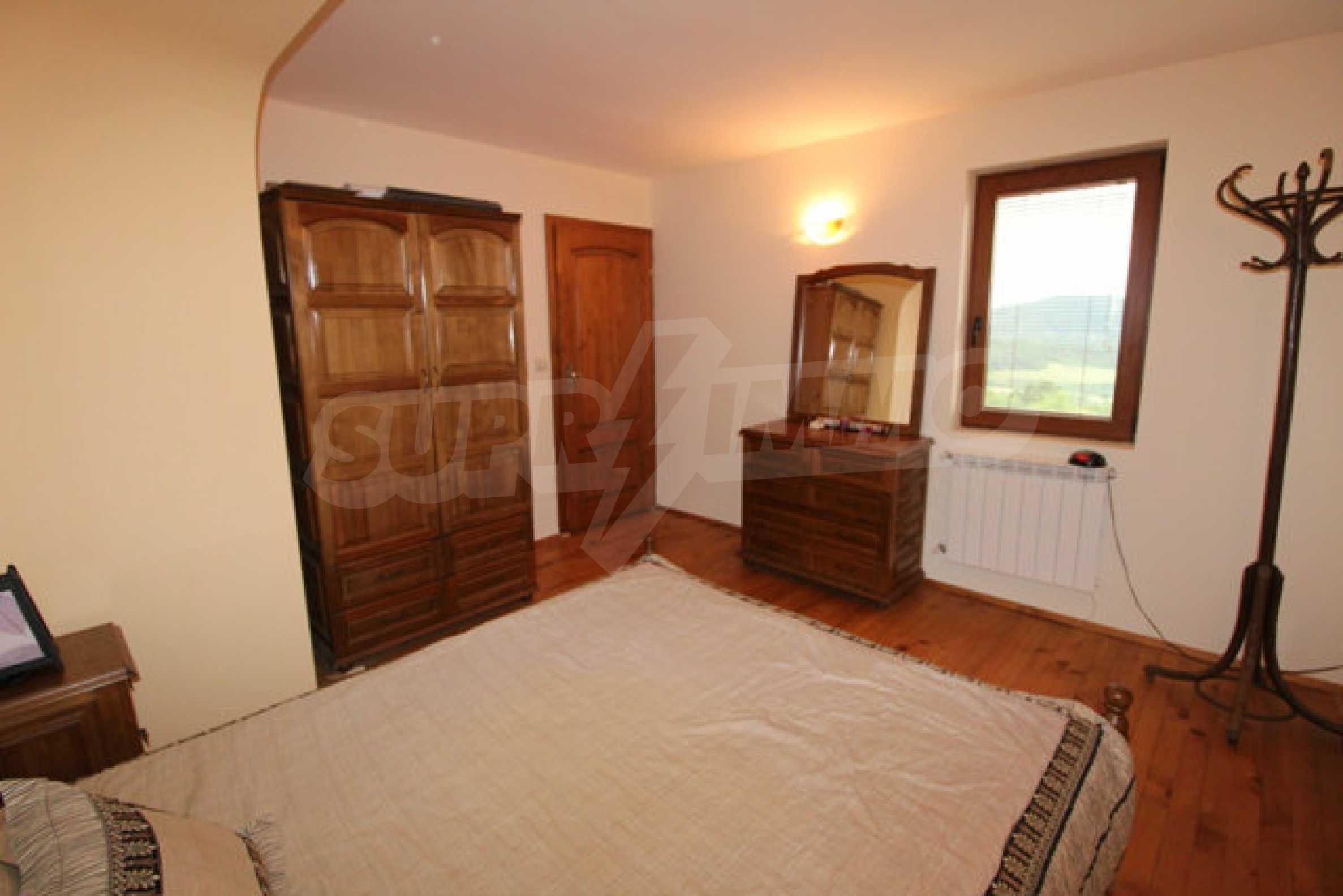 Реновирана двуетажна къща с двор само на 13 км от град Ловеч 21
