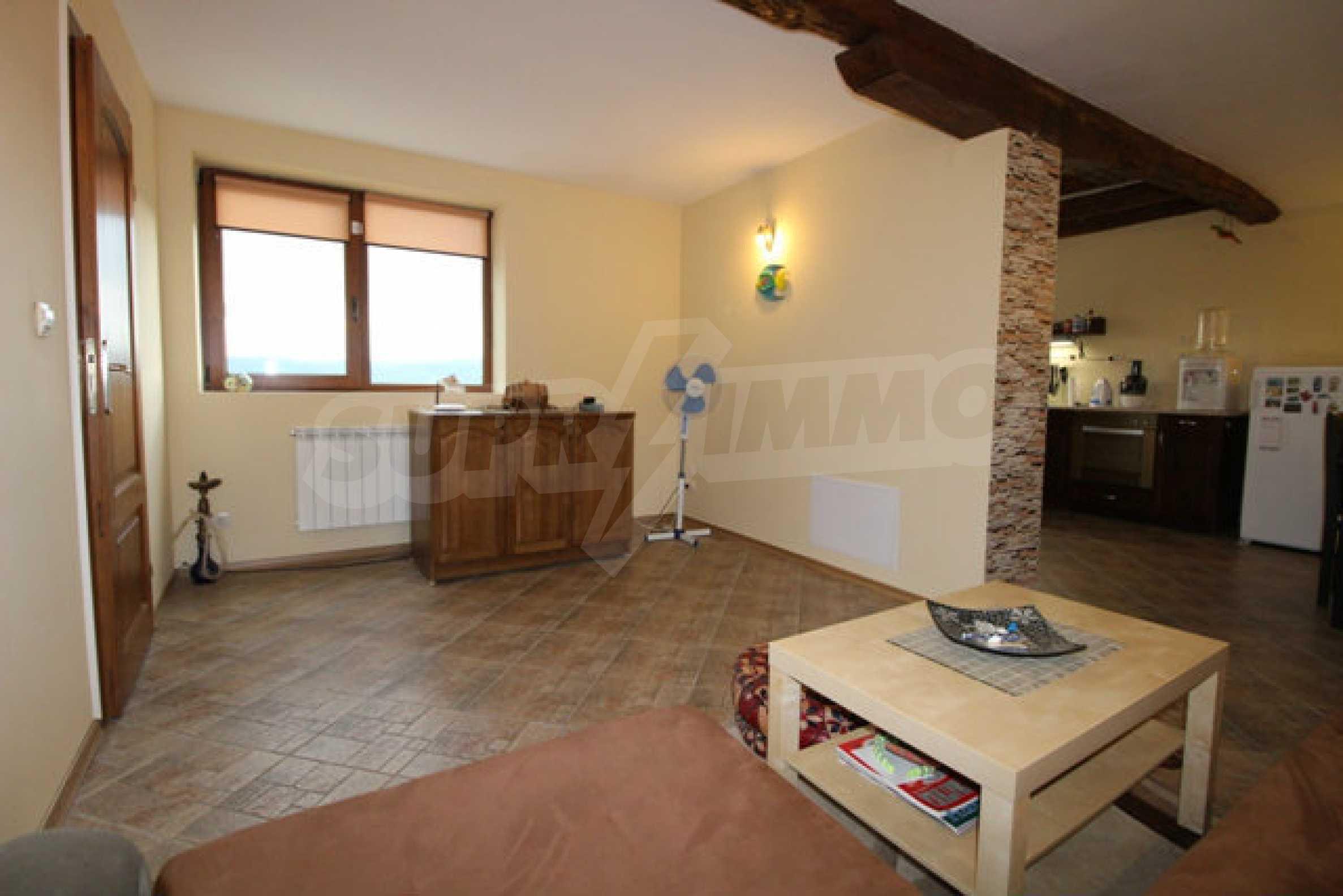 Реновирана двуетажна къща с двор само на 13 км от град Ловеч 35