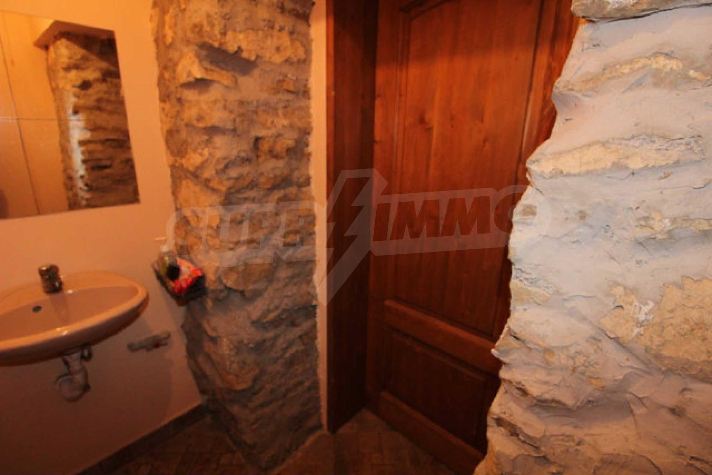 Реновирана двуетажна къща с двор само на 13 км от град Ловеч 40