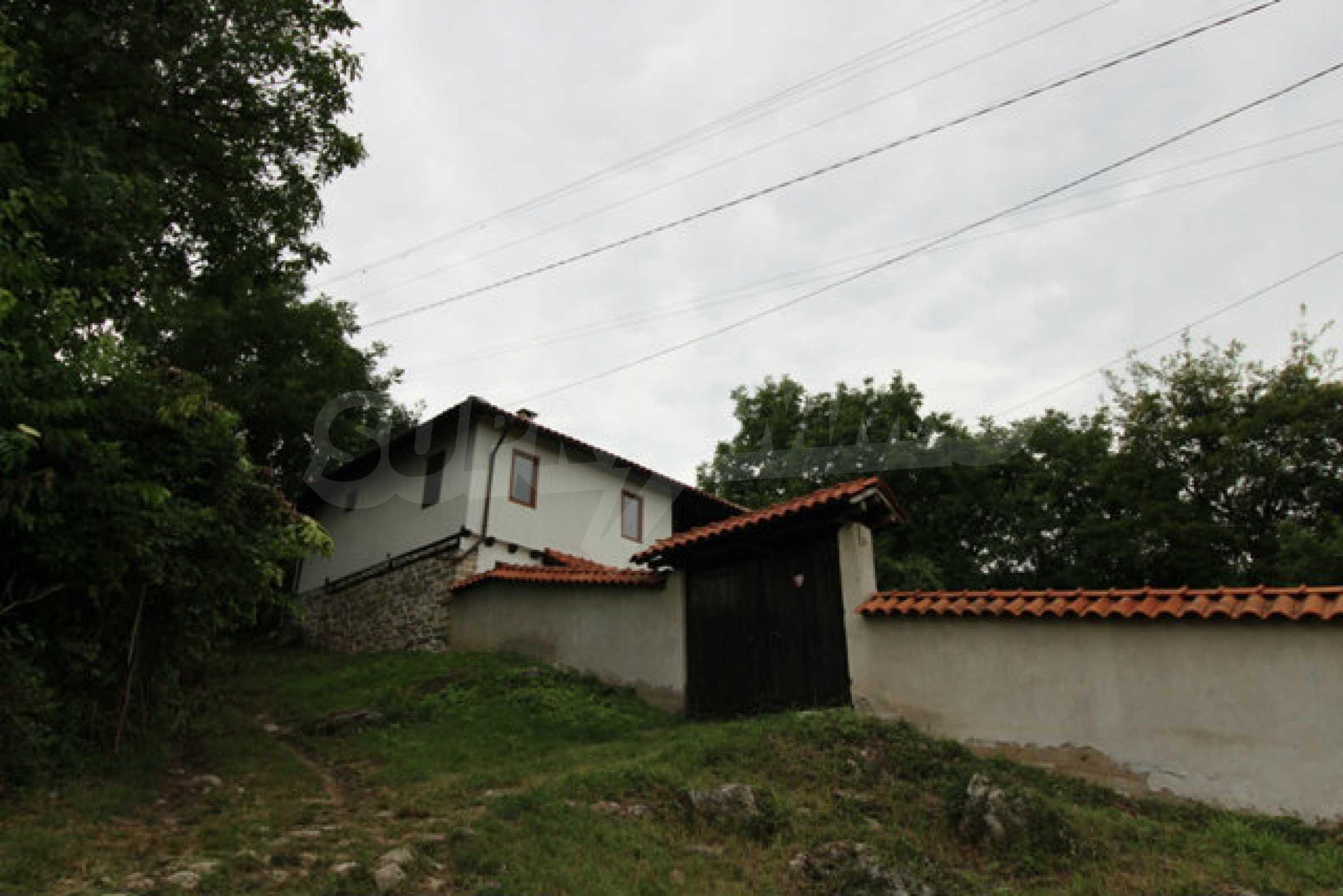 Реновирана двуетажна къща с двор само на 13 км от град Ловеч 47