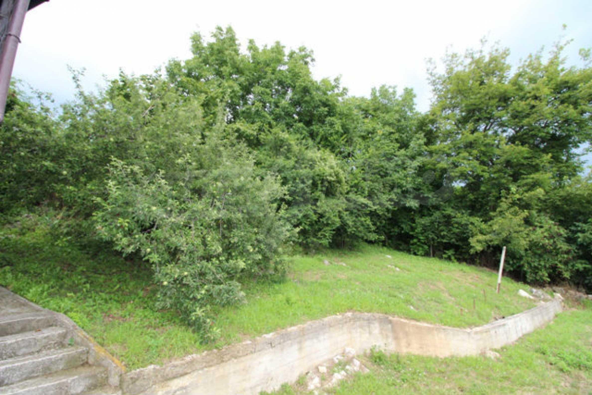Реновирана двуетажна къща с двор само на 13 км от град Ловеч 51