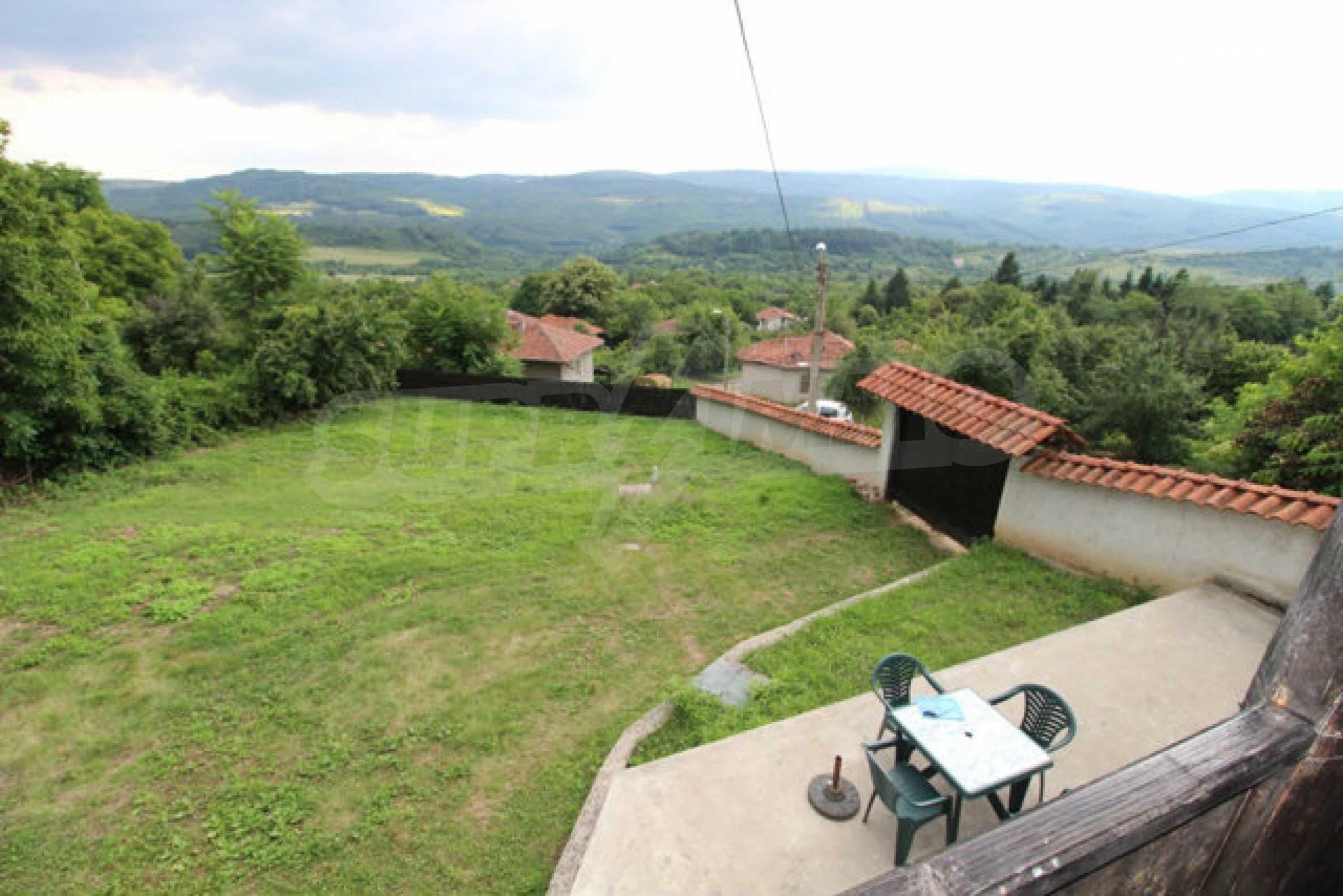 Реновирана двуетажна къща с двор само на 13 км от град Ловеч 6