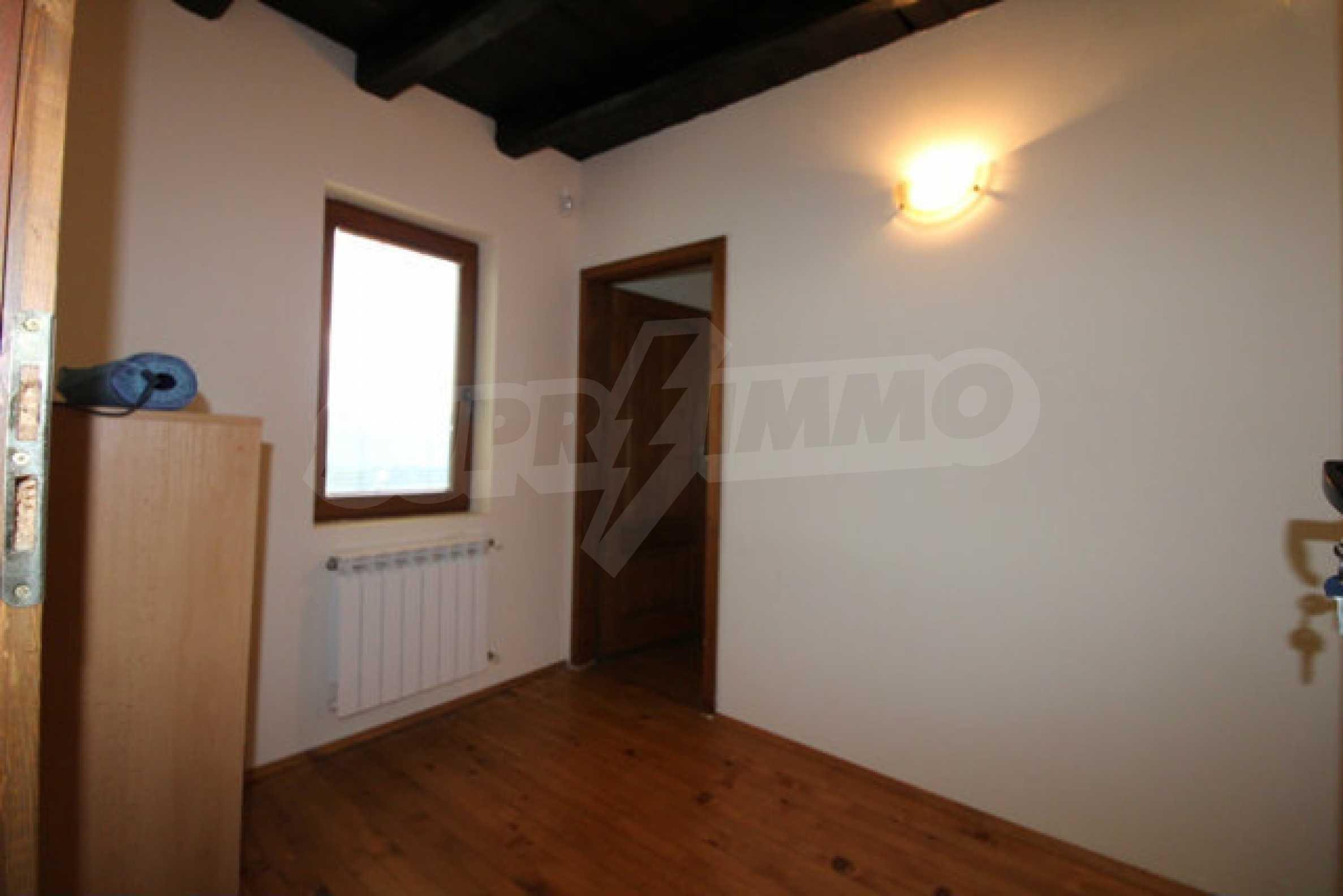 Реновирана двуетажна къща с двор само на 13 км от град Ловеч 8
