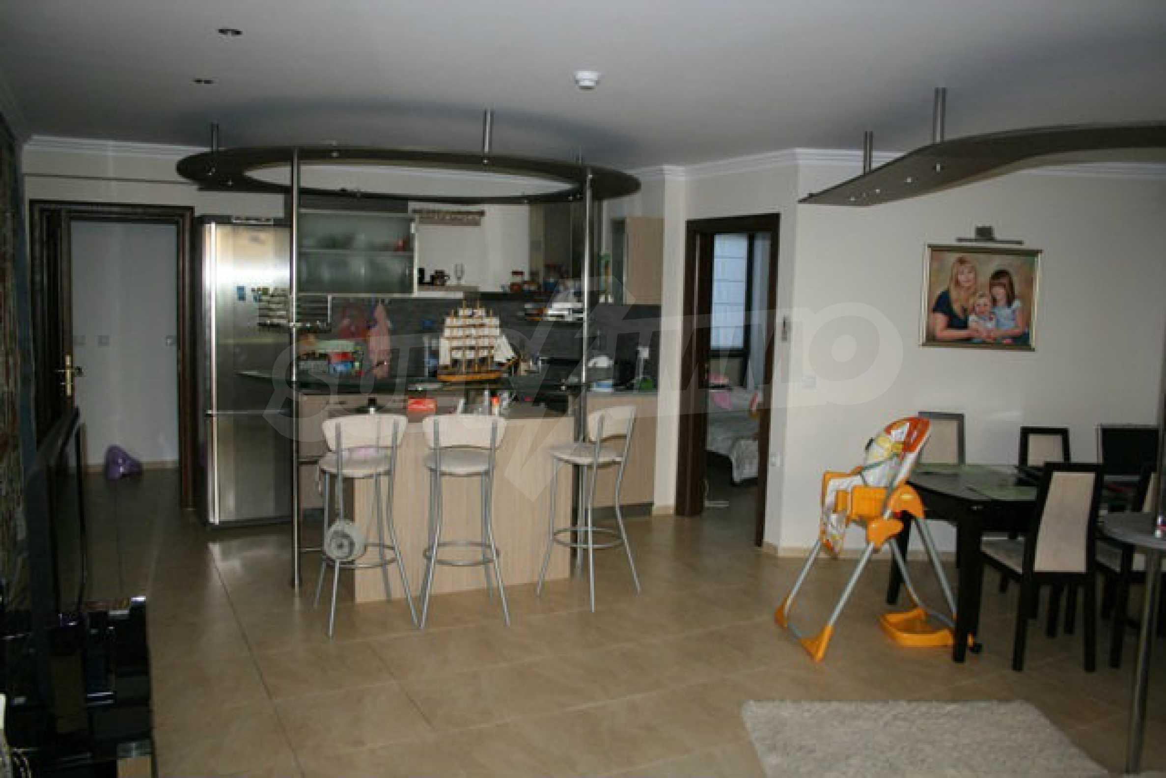 Große Wohnung in erster Meereslinie in Saint Vlas