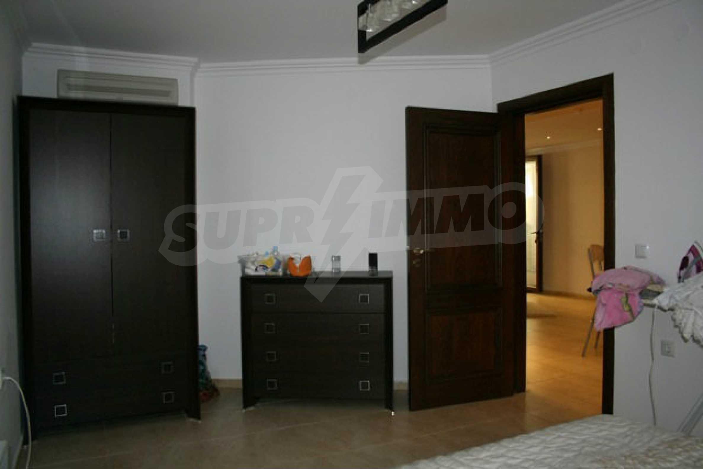 Große Wohnung in erster Meereslinie in Saint Vlas 9