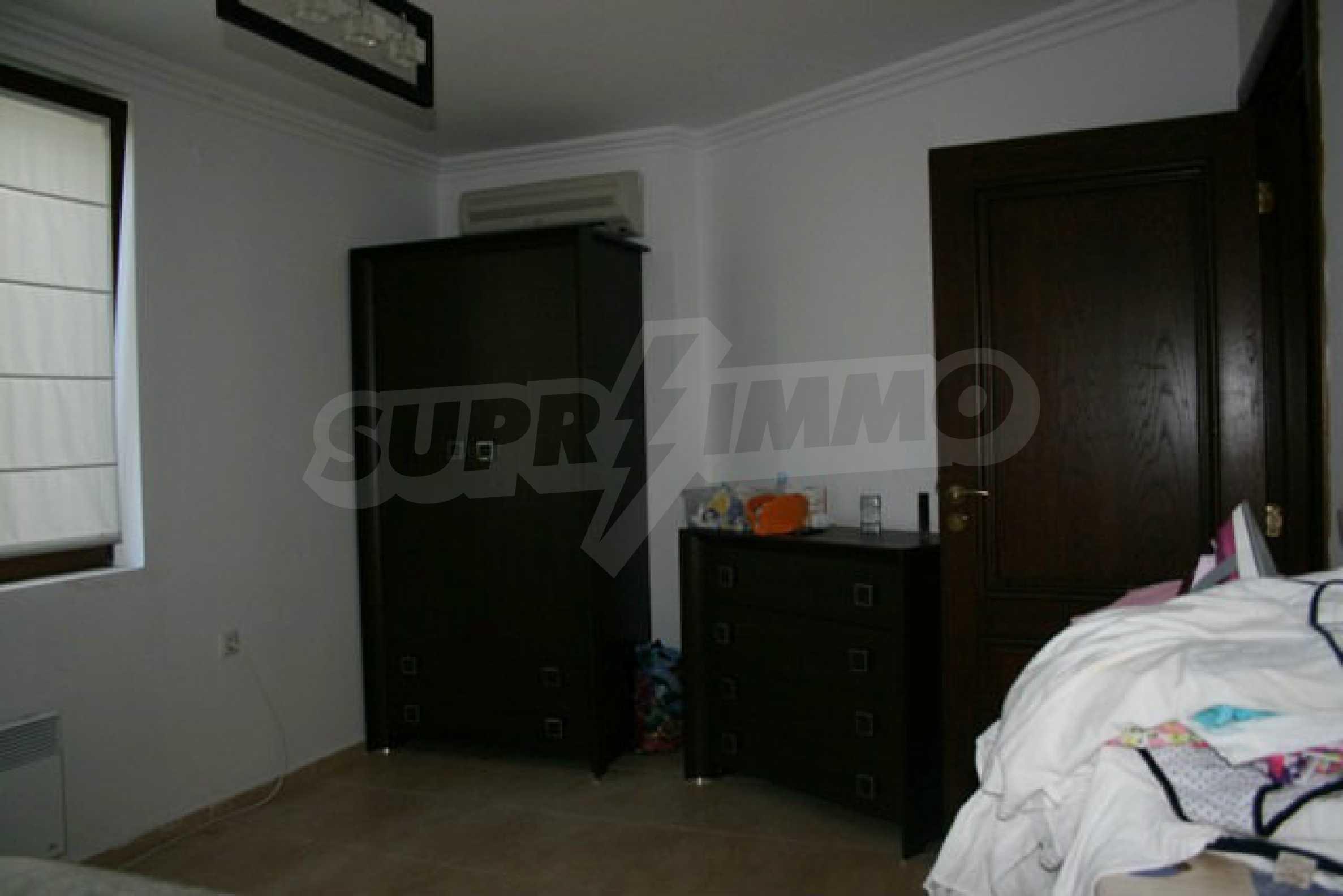 Große Wohnung in erster Meereslinie in Saint Vlas 10