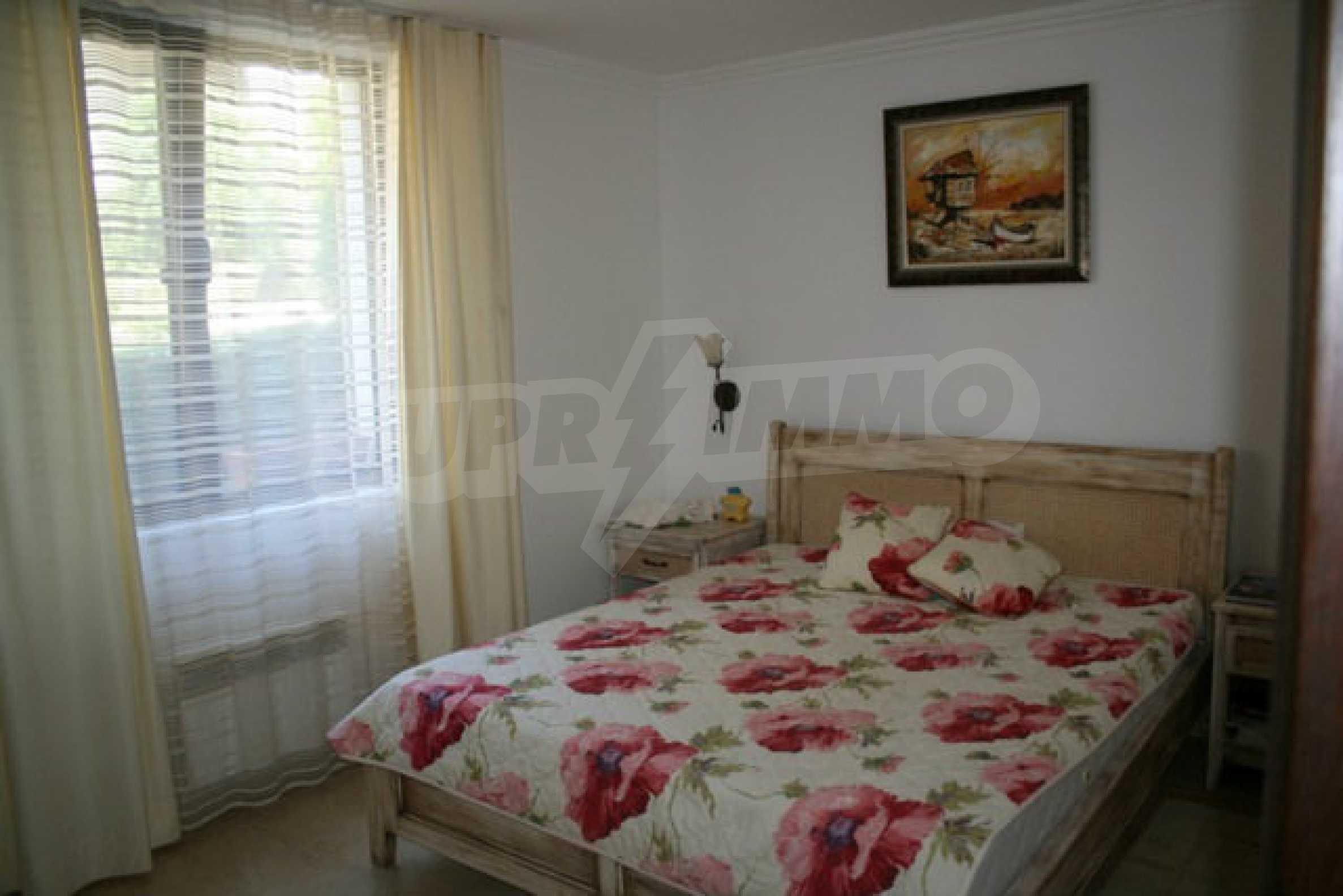 Große Wohnung in erster Meereslinie in Saint Vlas 11