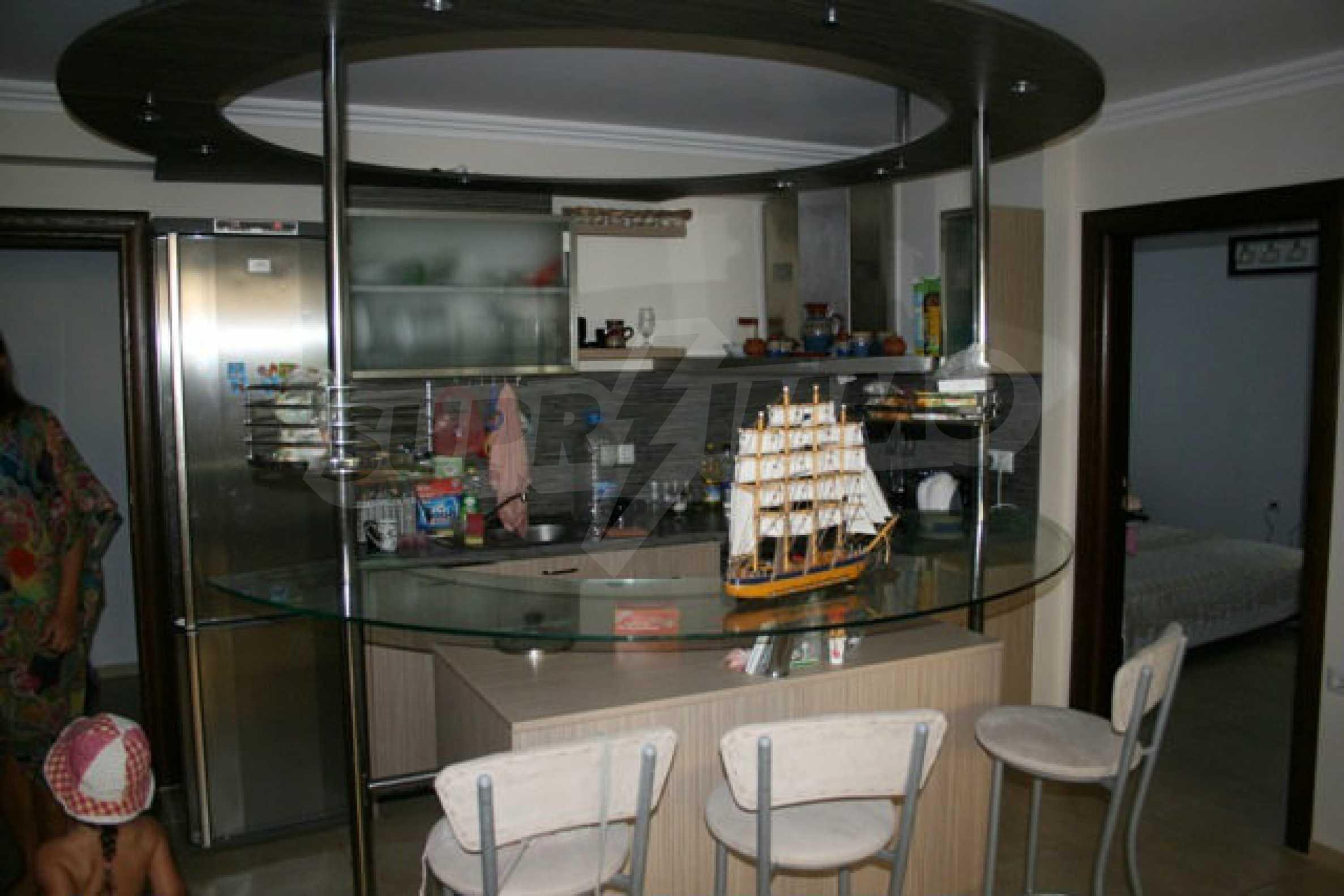 Große Wohnung in erster Meereslinie in Saint Vlas 2