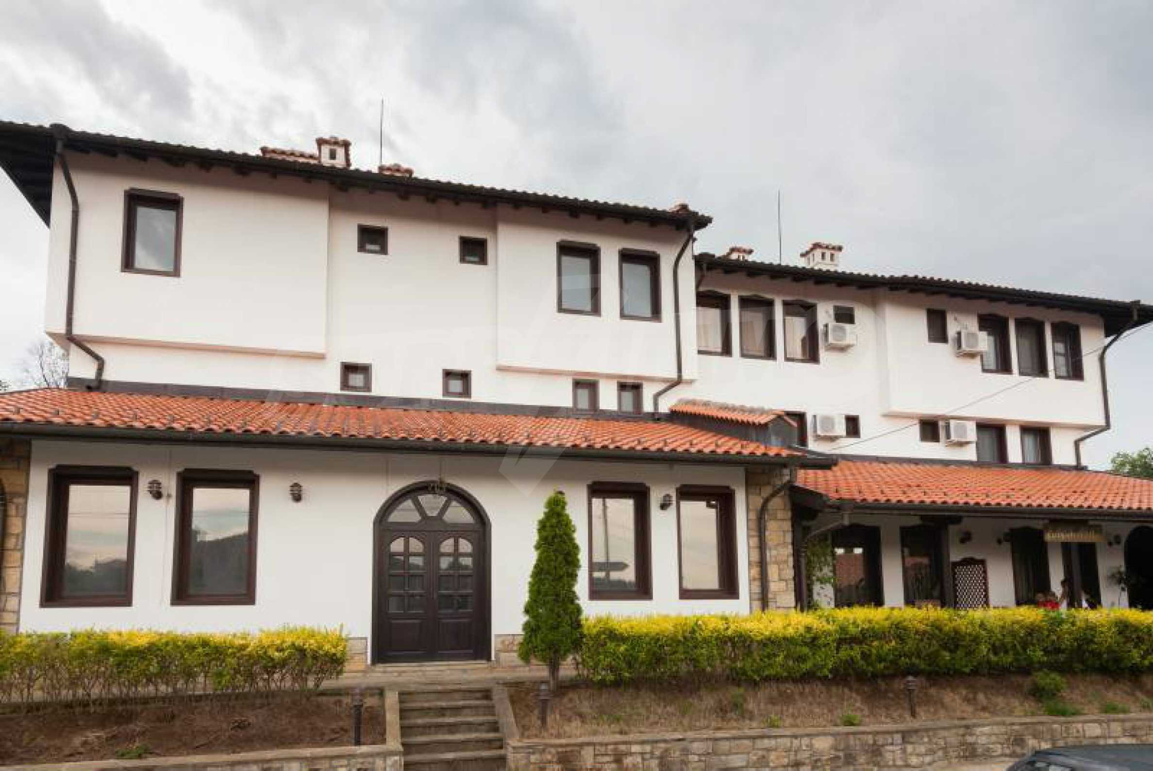 Fully equipped hotel, a restaurant, a house and a yard in the center of popular Arbanassi village