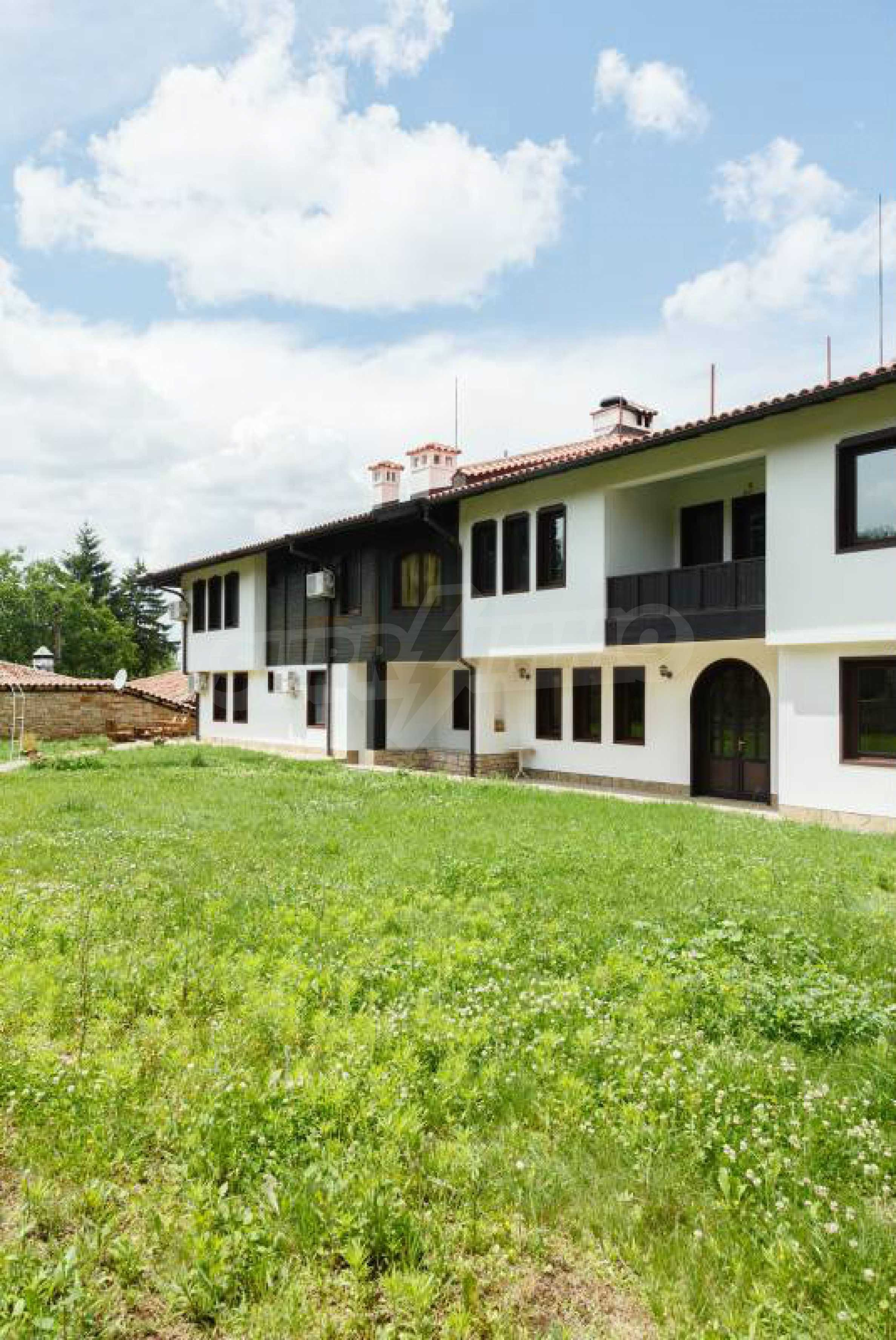 Fully equipped hotel, a restaurant, a house and a yard in the center of popular Arbanassi village 44