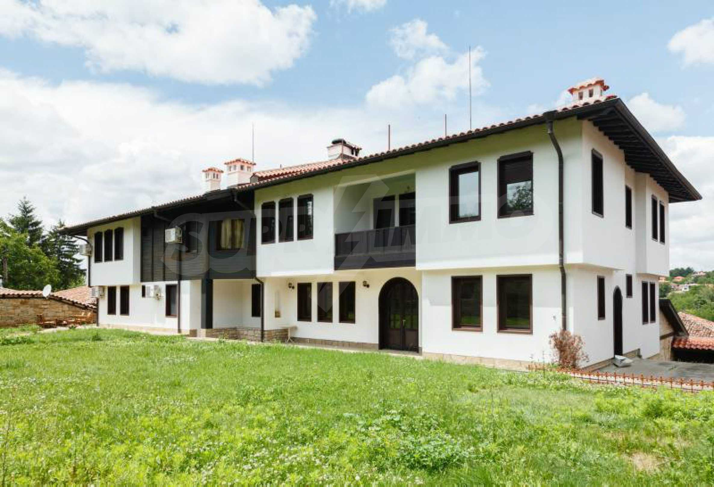 Fully equipped hotel, a restaurant, a house and a yard in the center of popular Arbanassi village 4