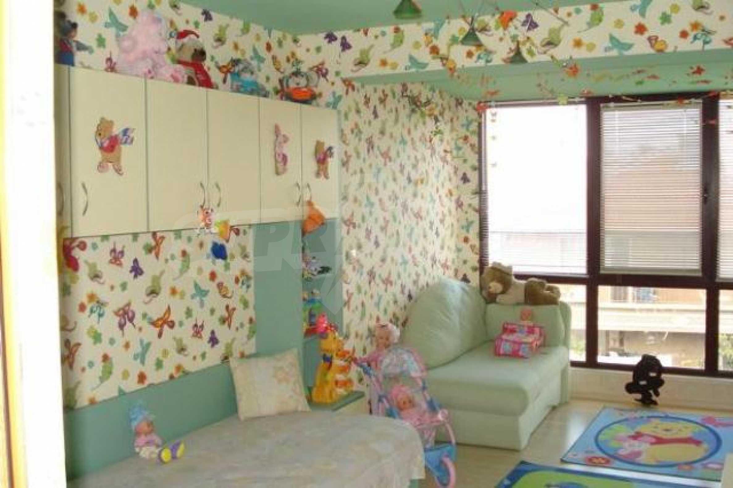 Апартамент с три спални за продажба в Поморие 10