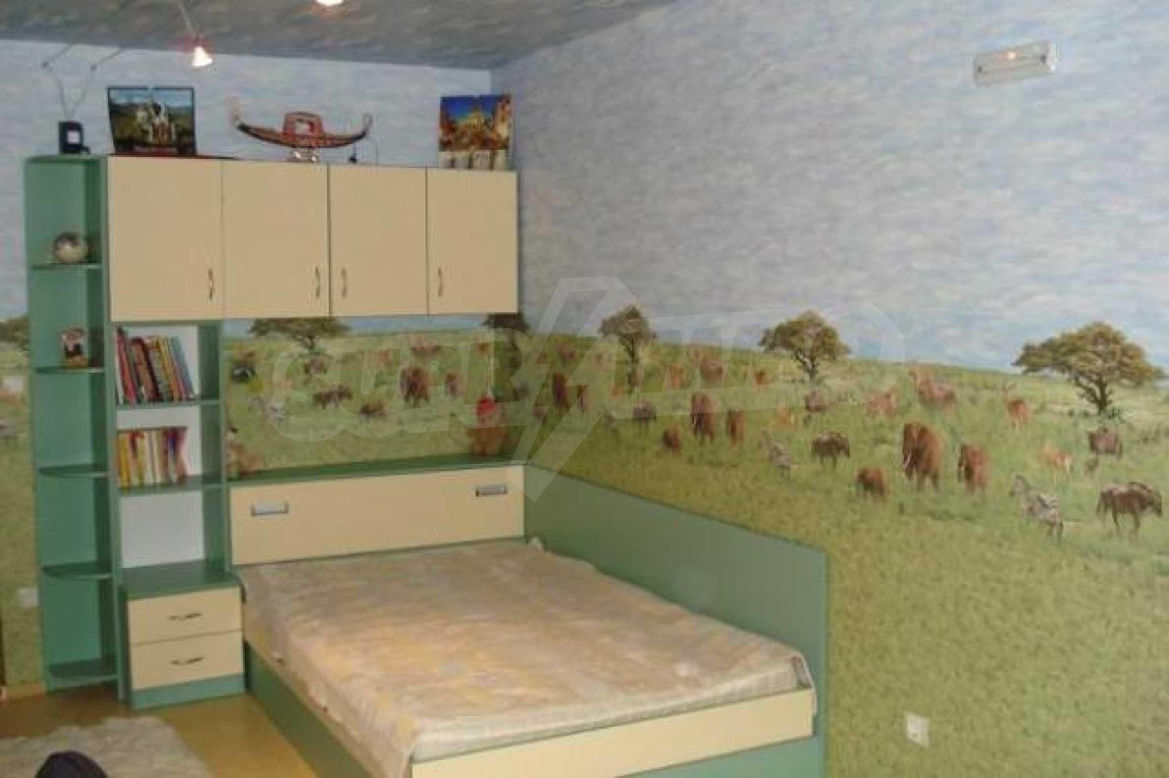 Апартамент с три спални за продажба в Поморие 11