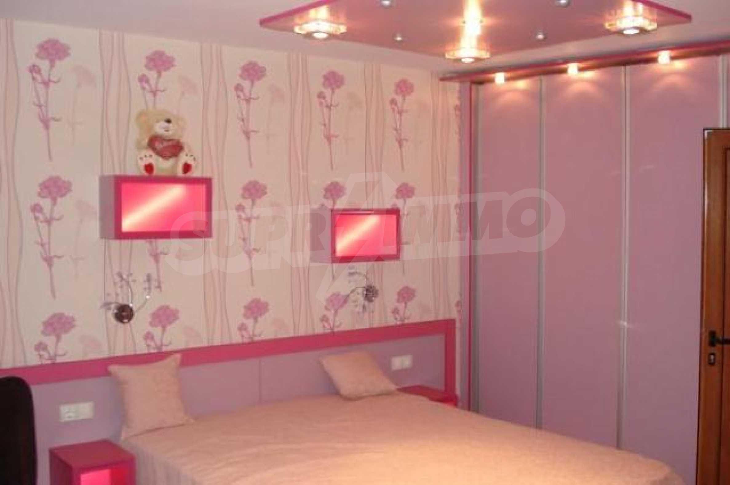 Апартамент с три спални за продажба в Поморие 13