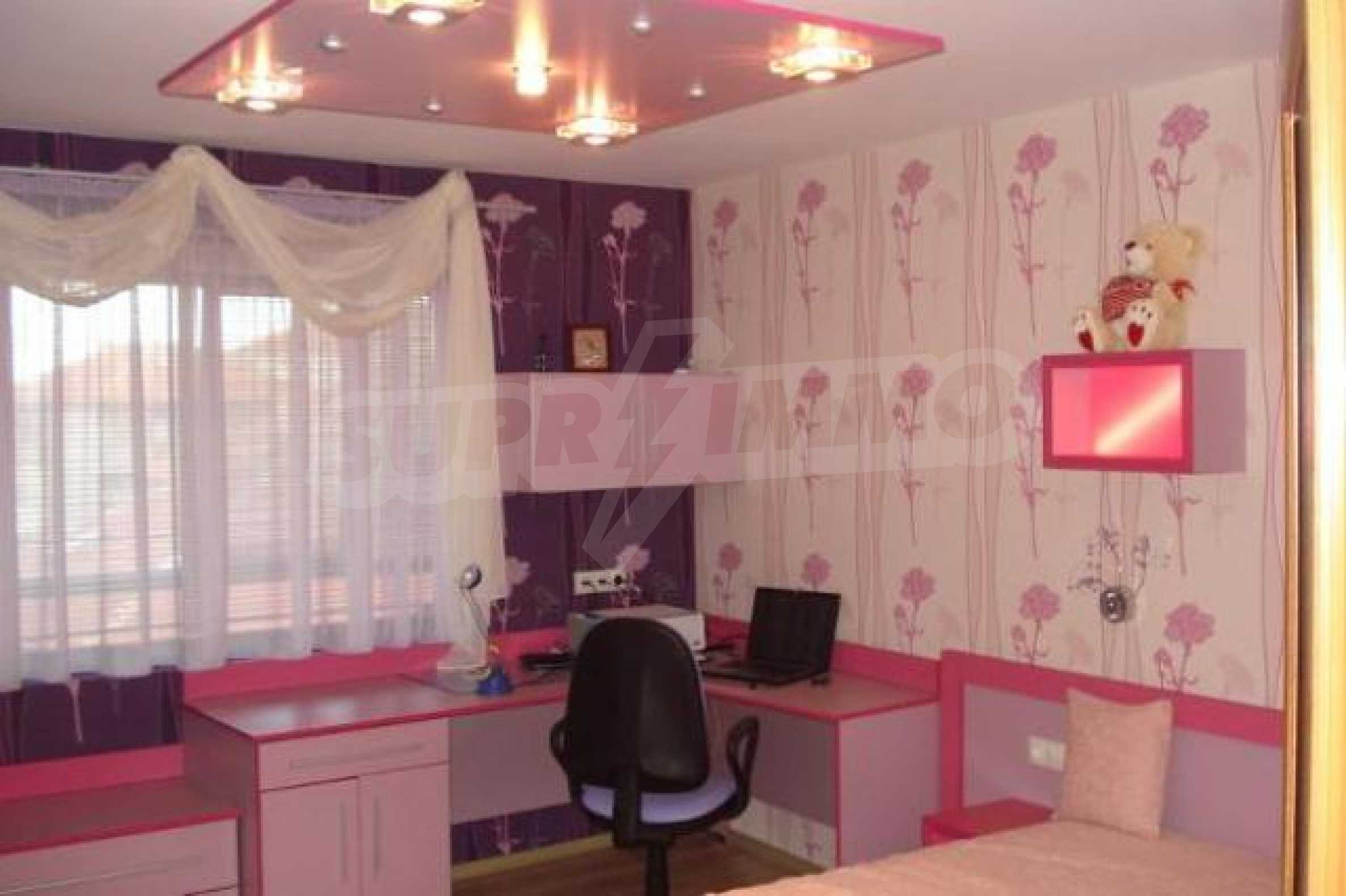 Апартамент с три спални за продажба в Поморие 15