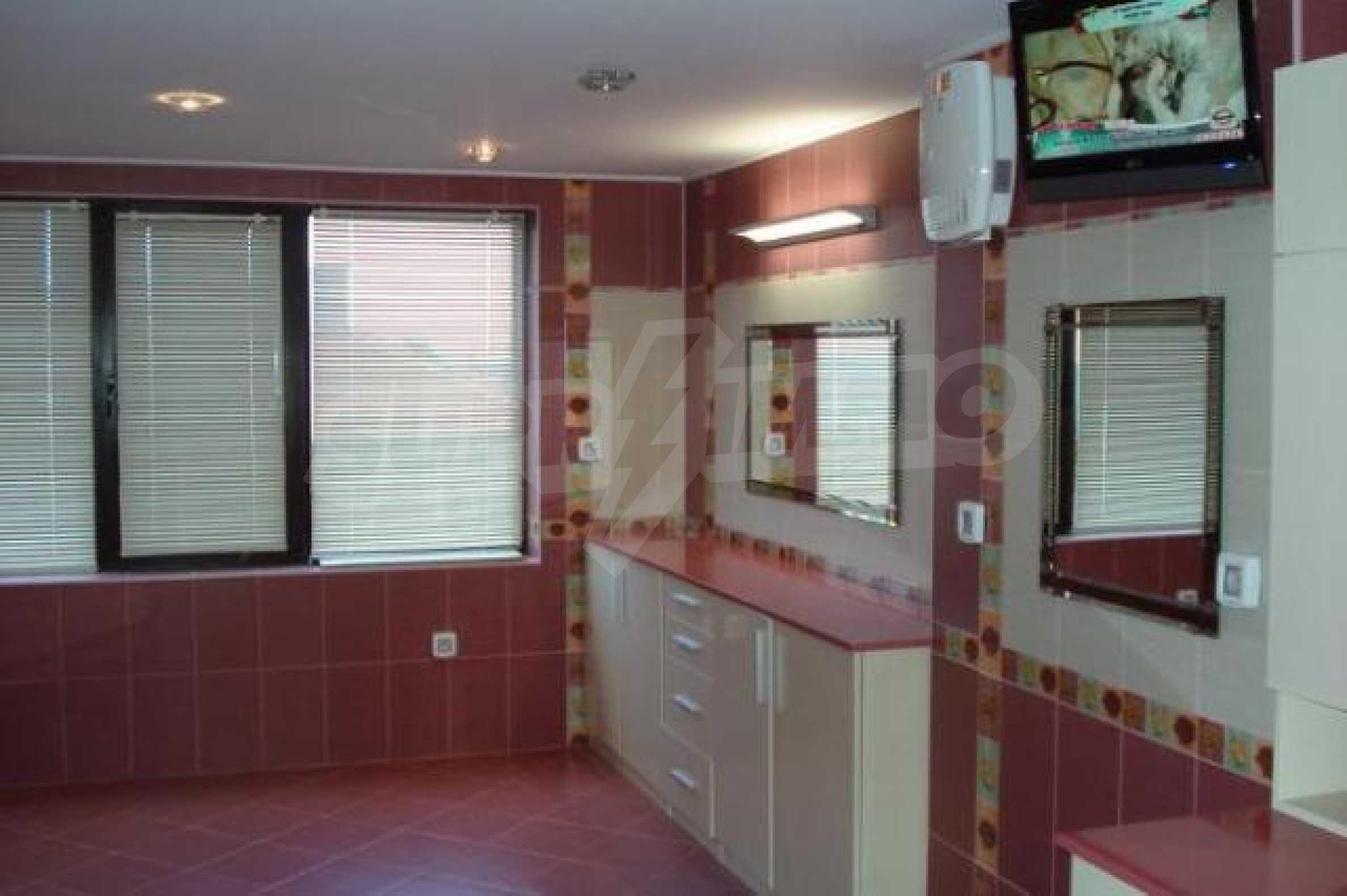 Апартамент с три спални за продажба в Поморие 20