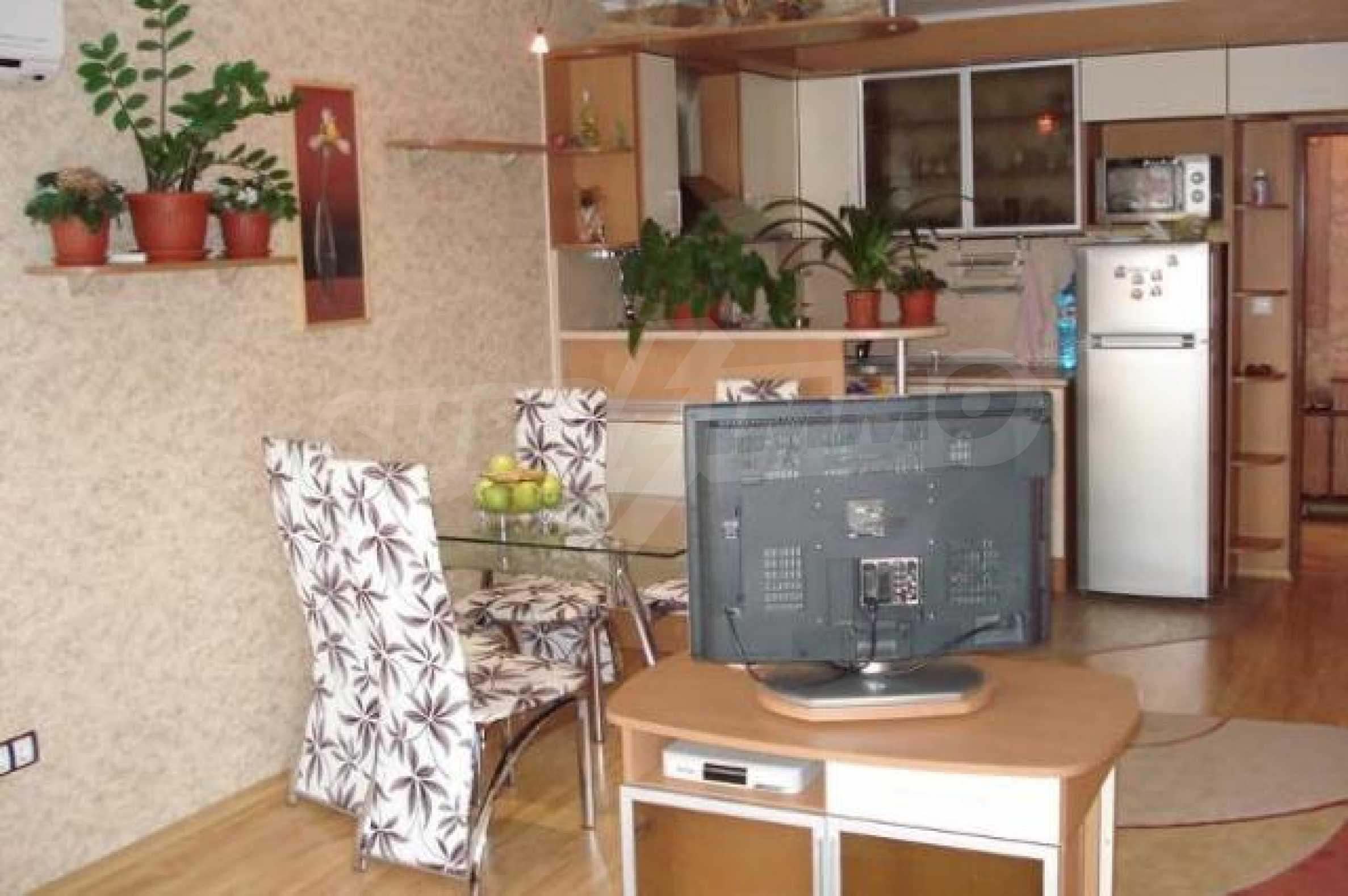 Апартамент с три спални за продажба в Поморие 7