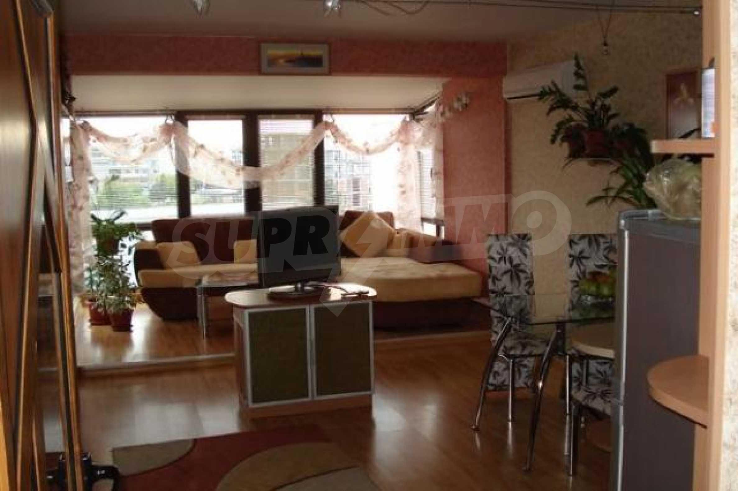 Апартамент с три спални за продажба в Поморие 8
